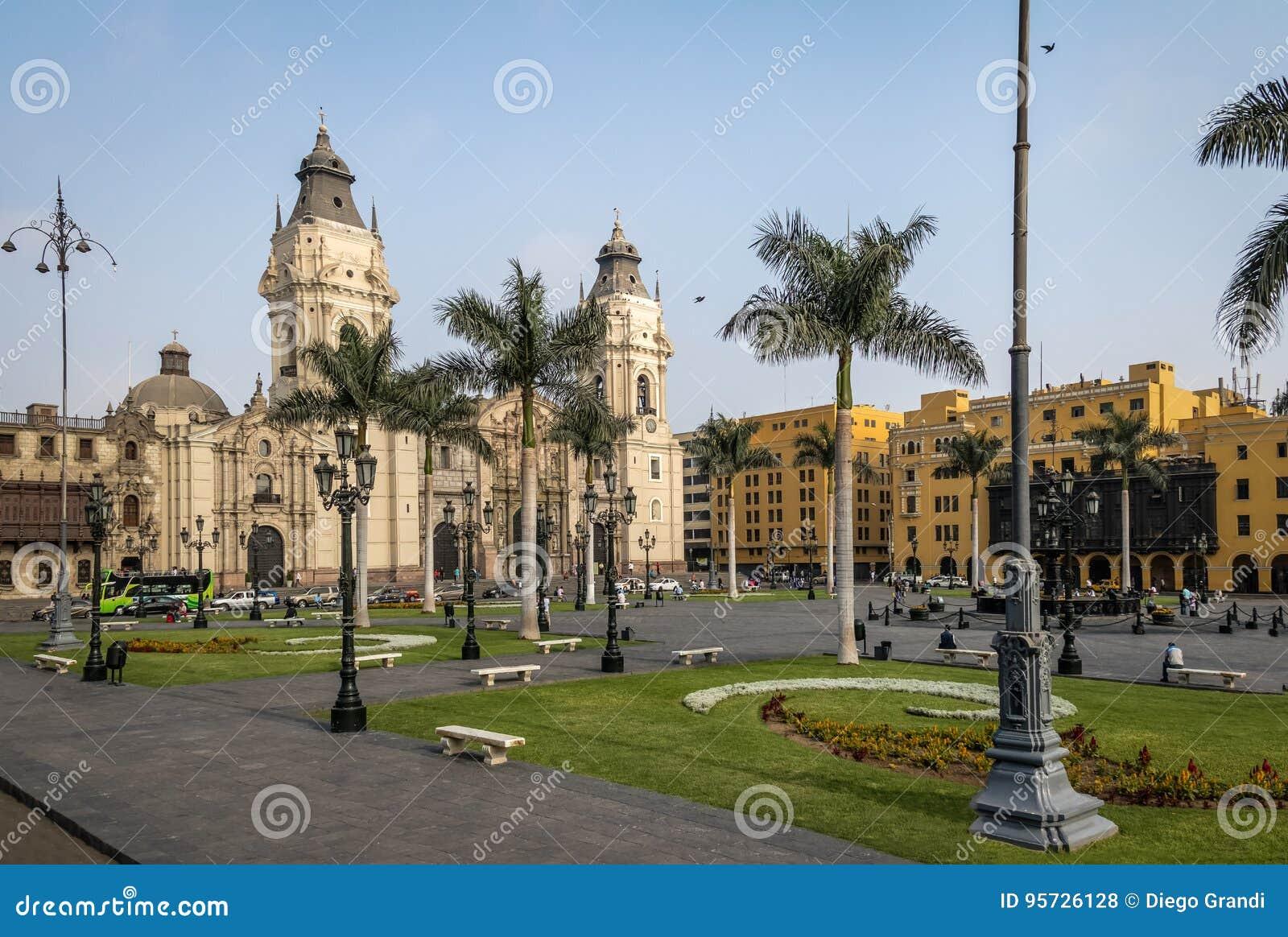 La catedral de la basílica de Lima en alcalde de la plaza - Lima, Perú
