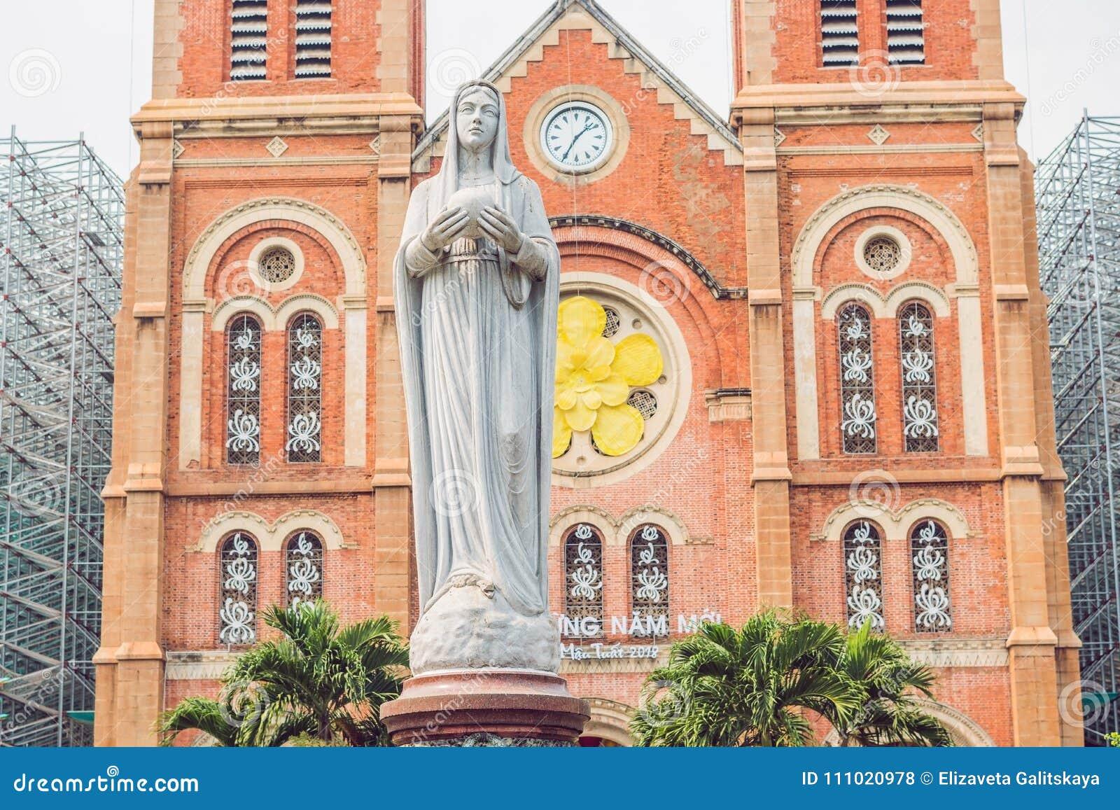 La catedral de Notre Dame de Saigon, construye en 1883 en la ciudad de Ho Chi Minh, Vietnam
