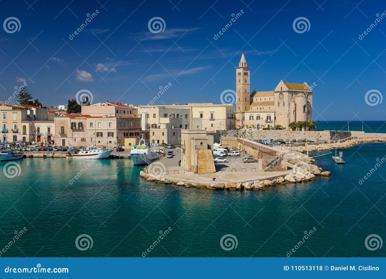 La catedral Trani Apulia Italia