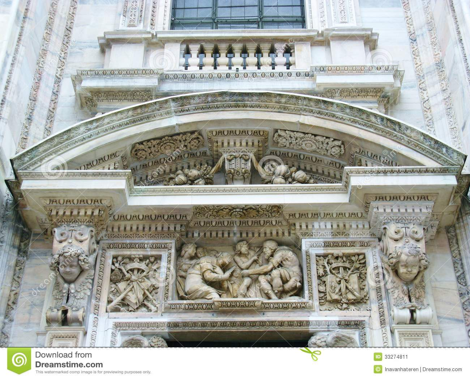 La cath drale gothique de milan image stock image 33274811 - Une cathedrale gothique ...