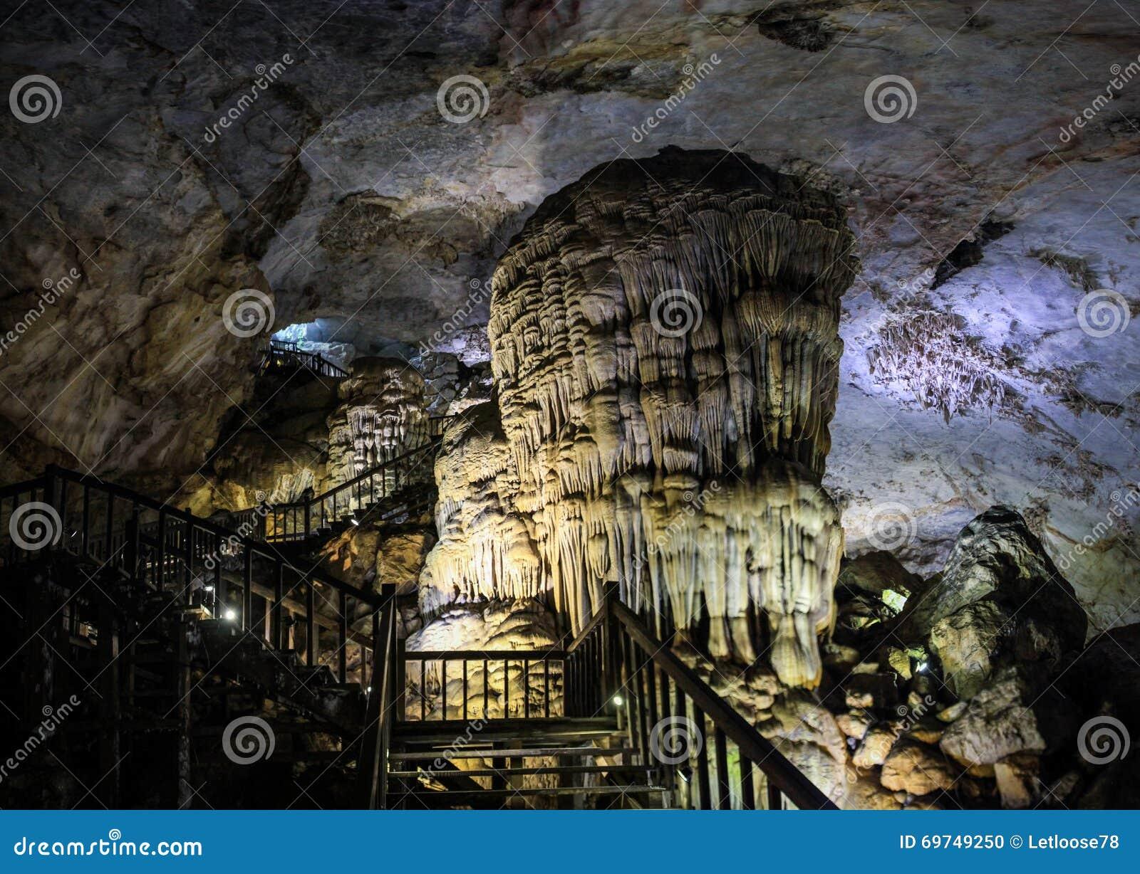 La caverne de paradis, Phong Nha-KE frappent le parc national, région centrale du nord de côte, Vietnam