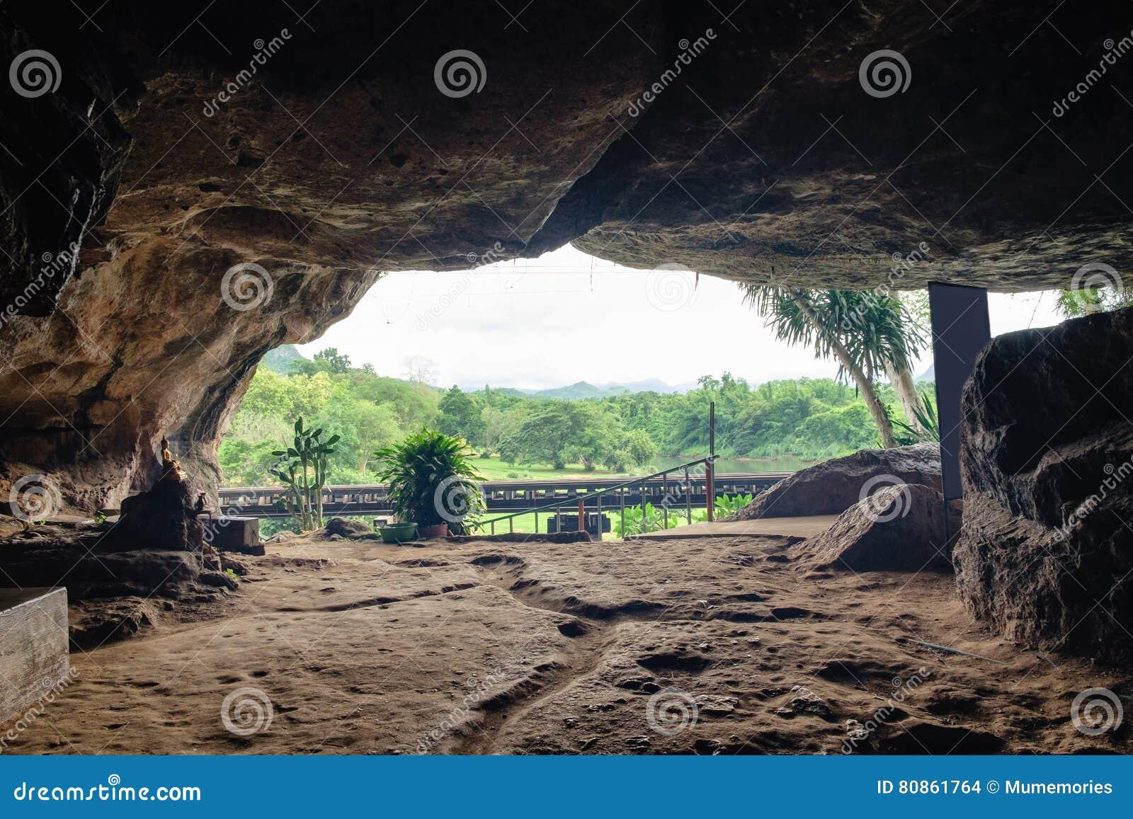 La cavit della pietra della caverna di storia della for 3 case di storia in california