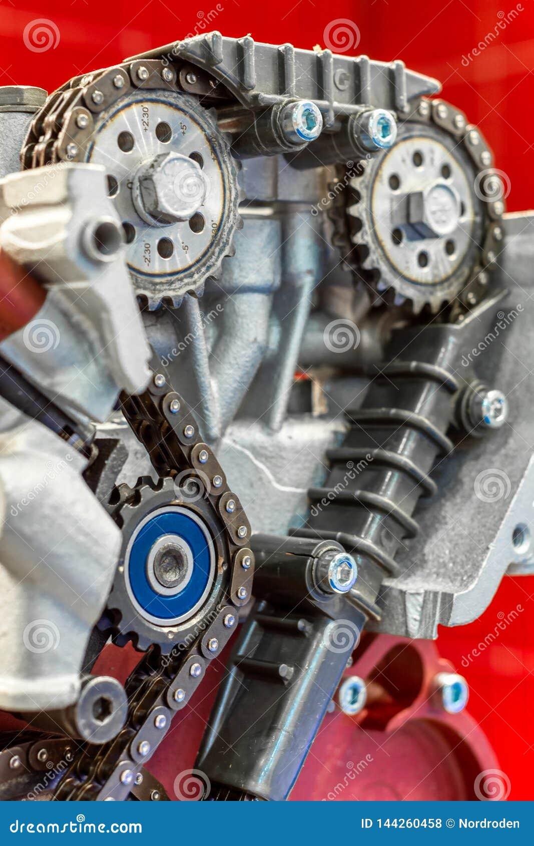 La chaîne de la synchronisation d entraînement du moteur à combustion interne