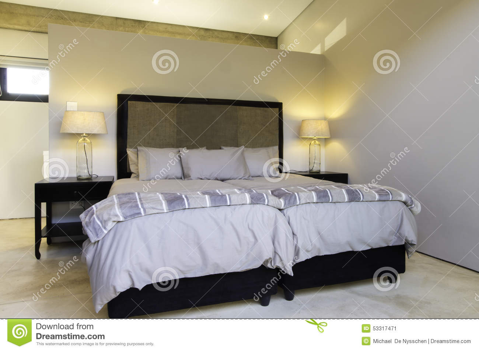 La chambre coucher allume la pi ce de literie photo for Chambre 0 coucher