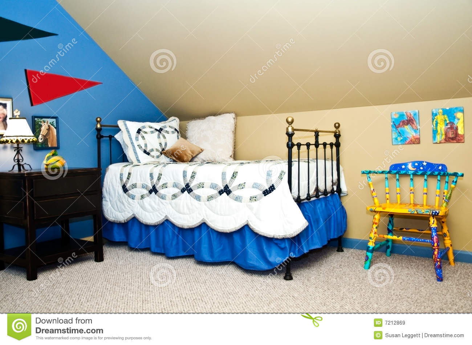 La chambre coucher de l 39 enfant images libres de droits for Chambre a coucher enfant