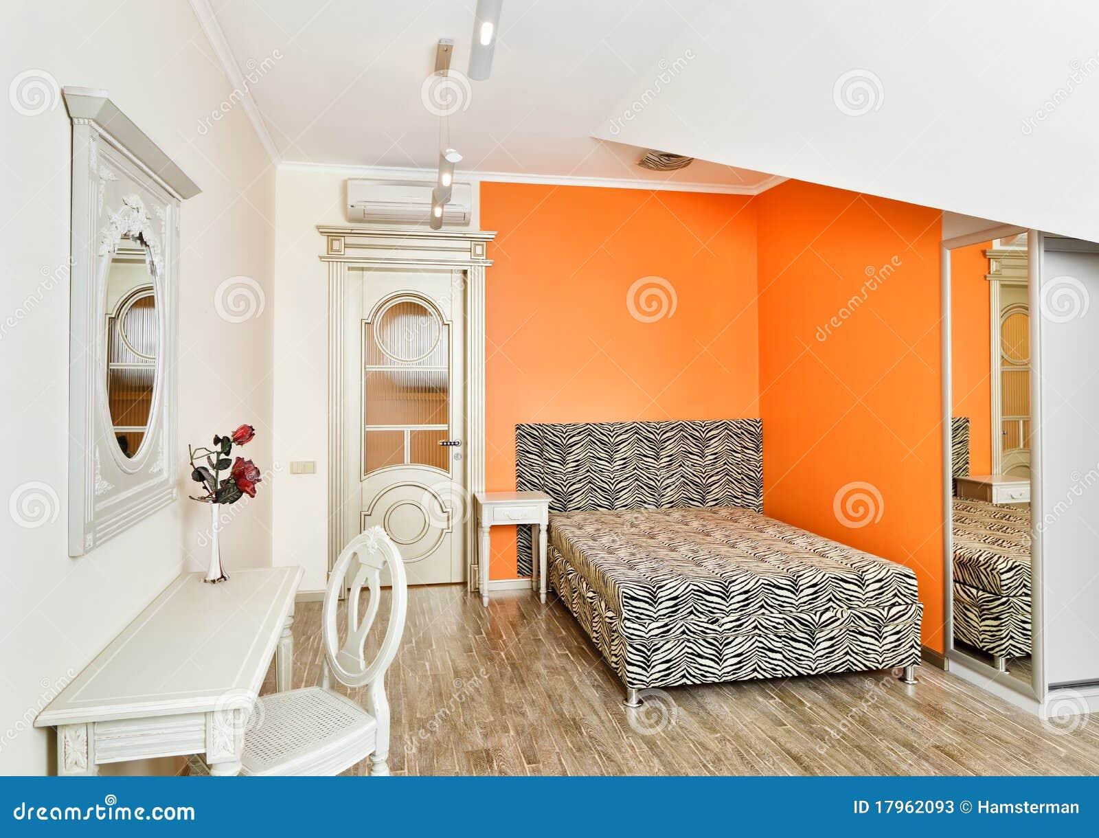 La chambre à coucher moderne dans l'orange avec le zèbre a modelé ...