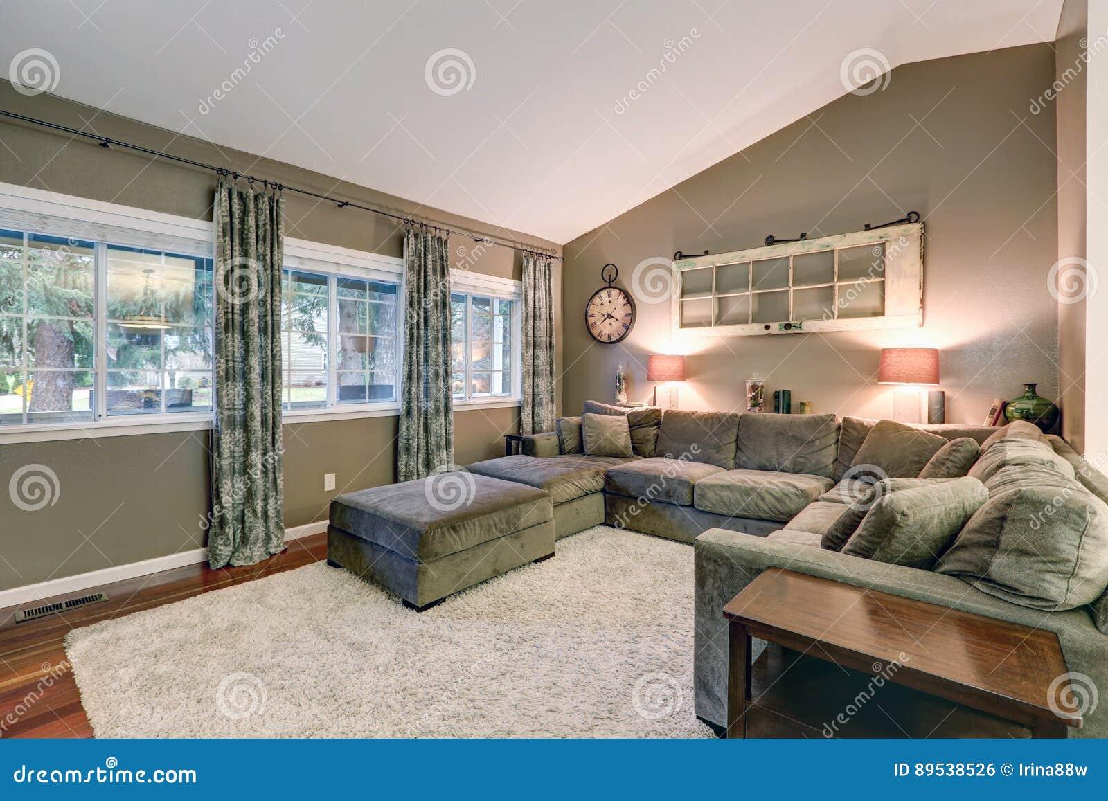 Peinture plafond chambre comment peindre une chambre - Plafond couleur taupe ...