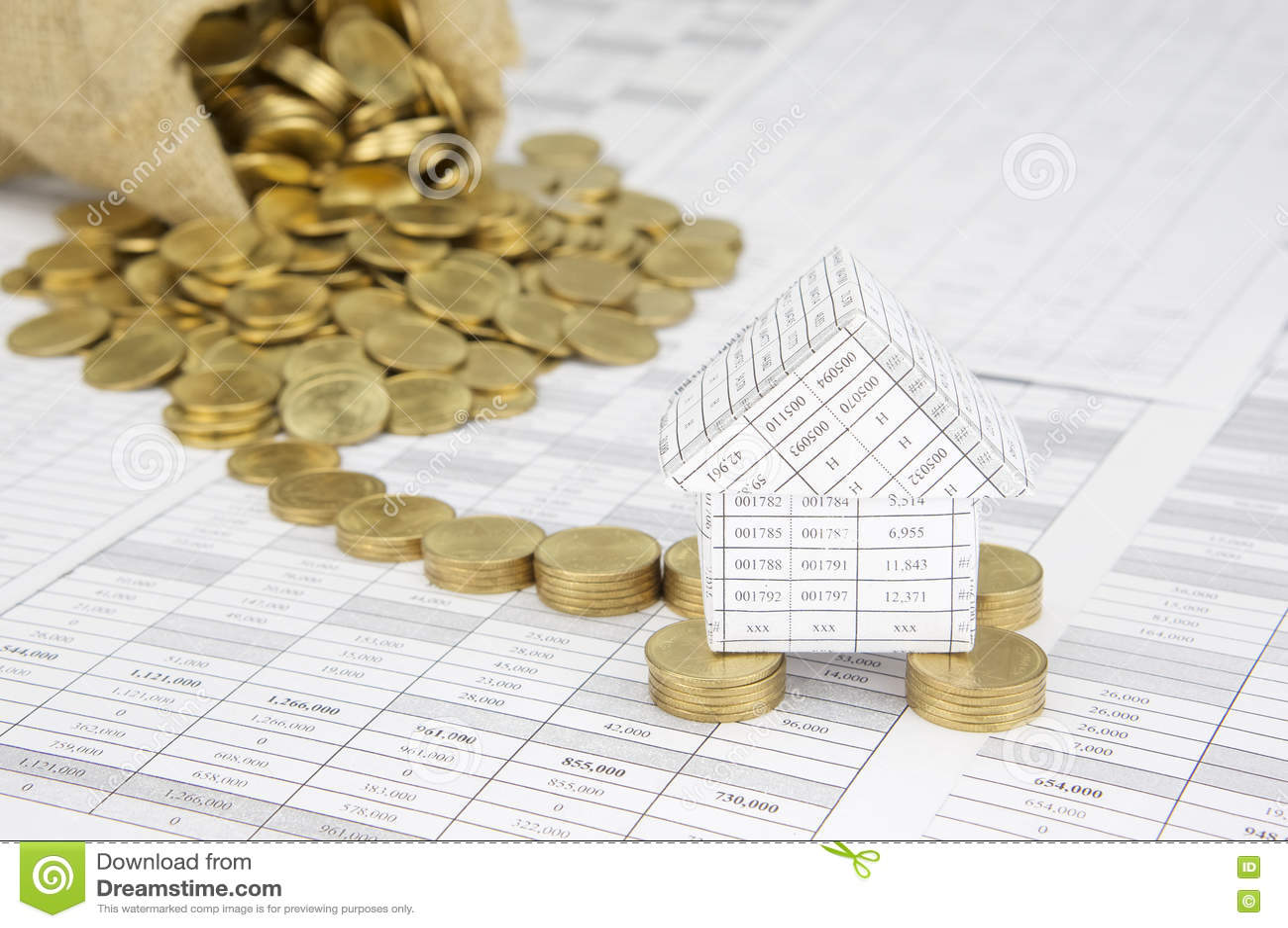 la chambre sur des pièces d'or ont le débordement d'argent de tache