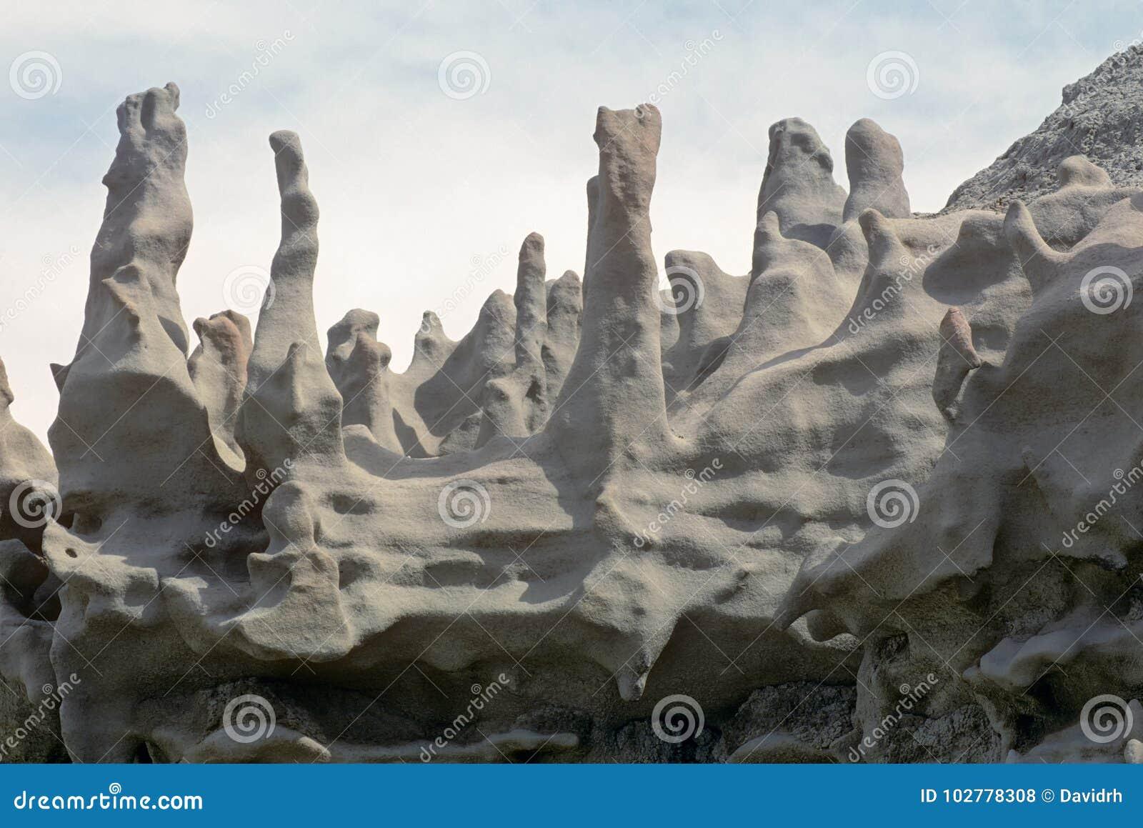 La cheminée aiment des formations de roche en canyon d imagination, Utah