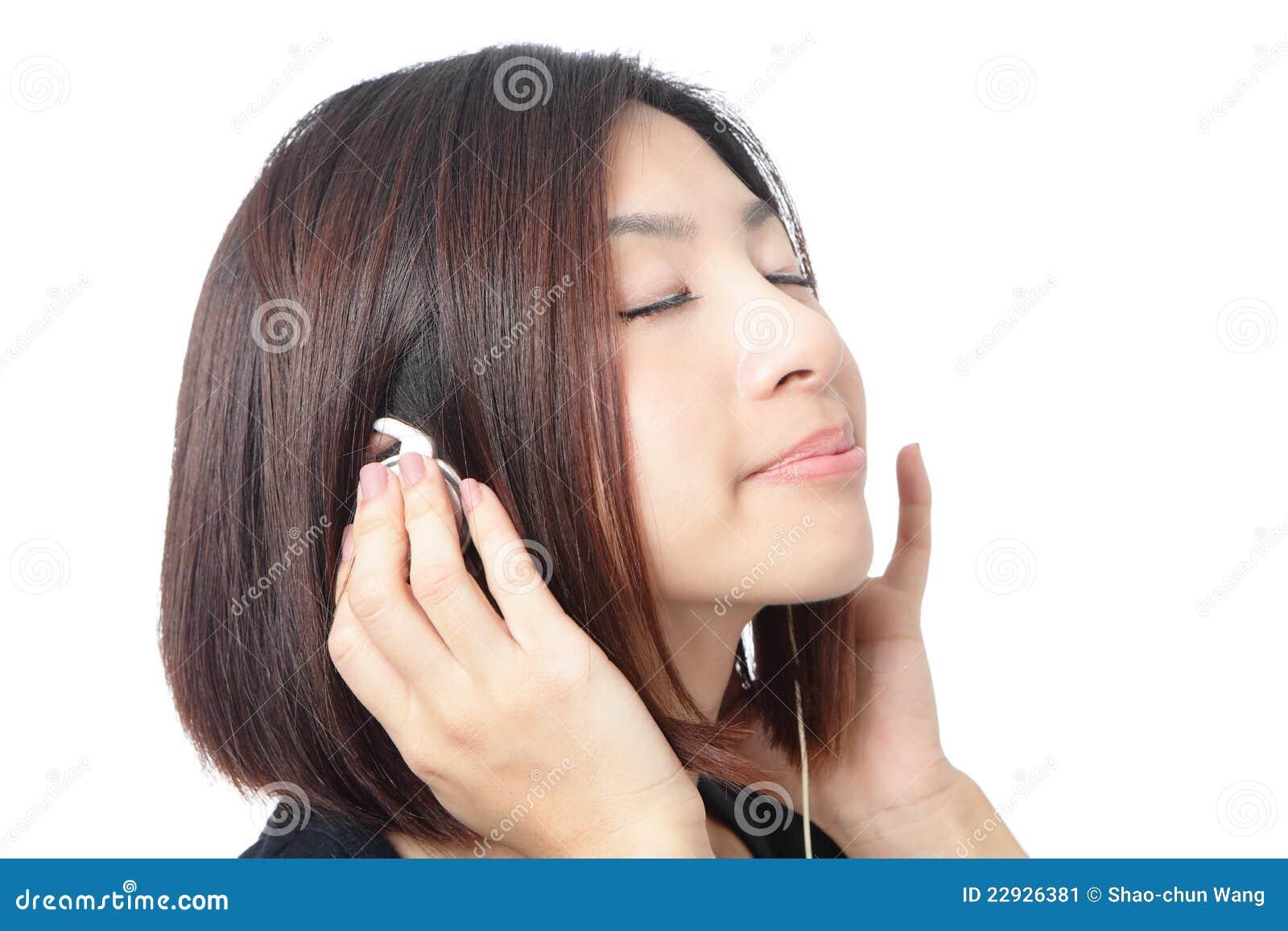 La Chica Joven Escucha Música Y Se Cierra Los Ojos Imagen De Archivo Imagen De Joven Cierra 22926381