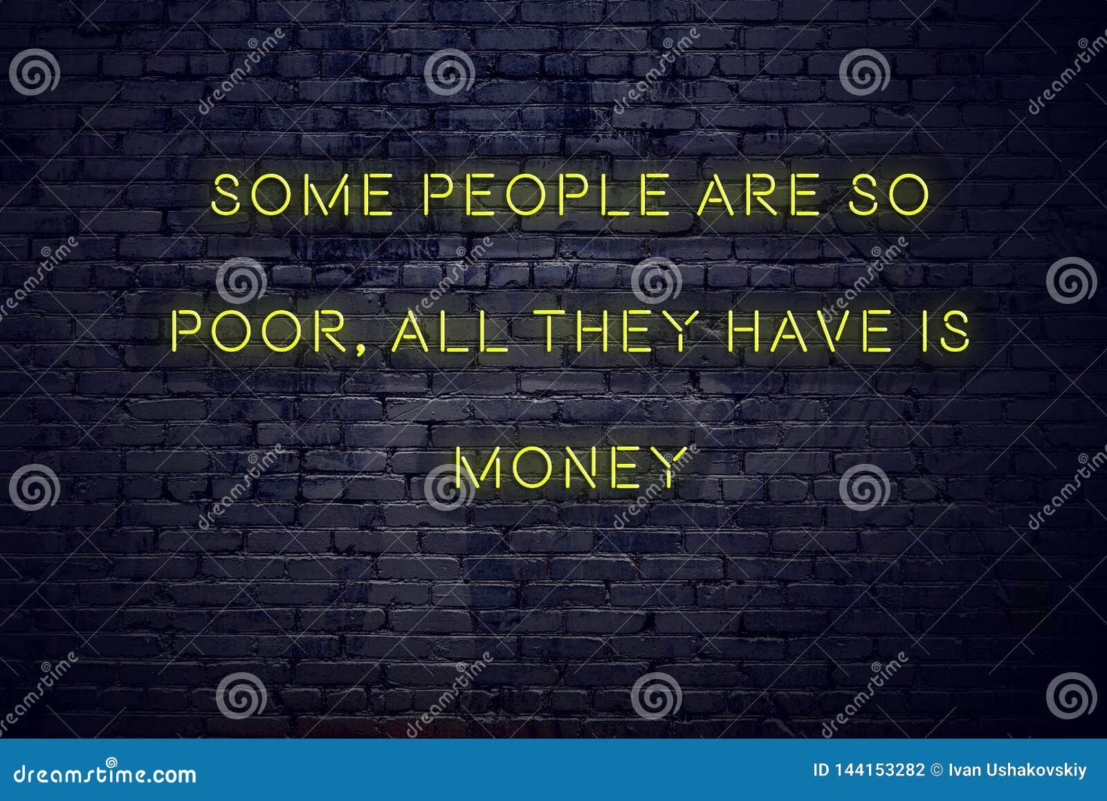 La citation de inspiration positive sur l enseigne au néon contre le mur de briques certains sont si pauvre tous qu ils ont est a