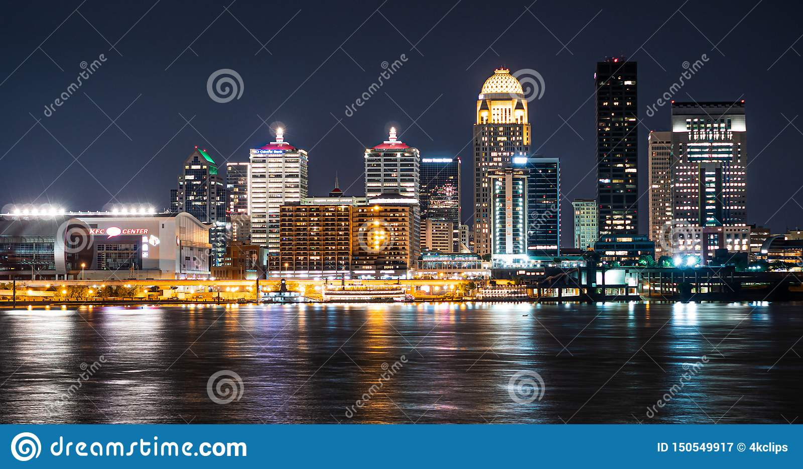 La città di Louisville di notte