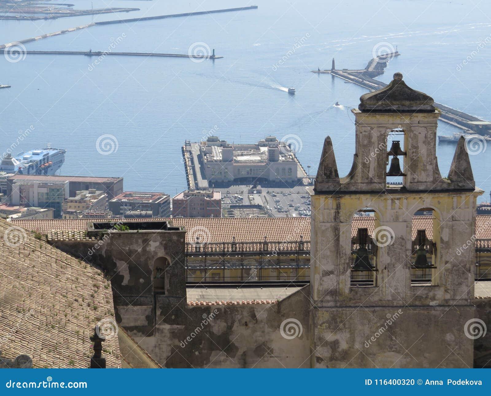 La città di Napoli da sopra Napoli L Italia Vulcano di Vesuvio dietro