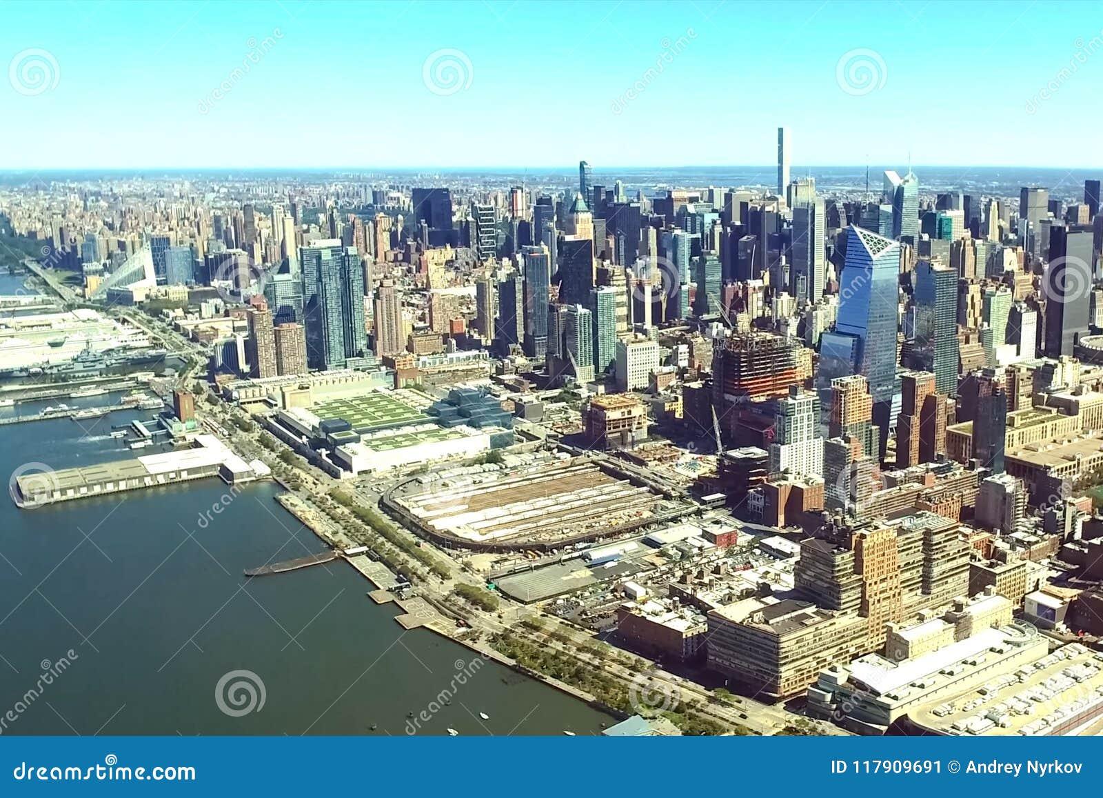 La ciudad de Nueva York es una opinión del s-ojo del ` del pájaro Rascacielos de la ciudad de Nueva York Encuesta aérea