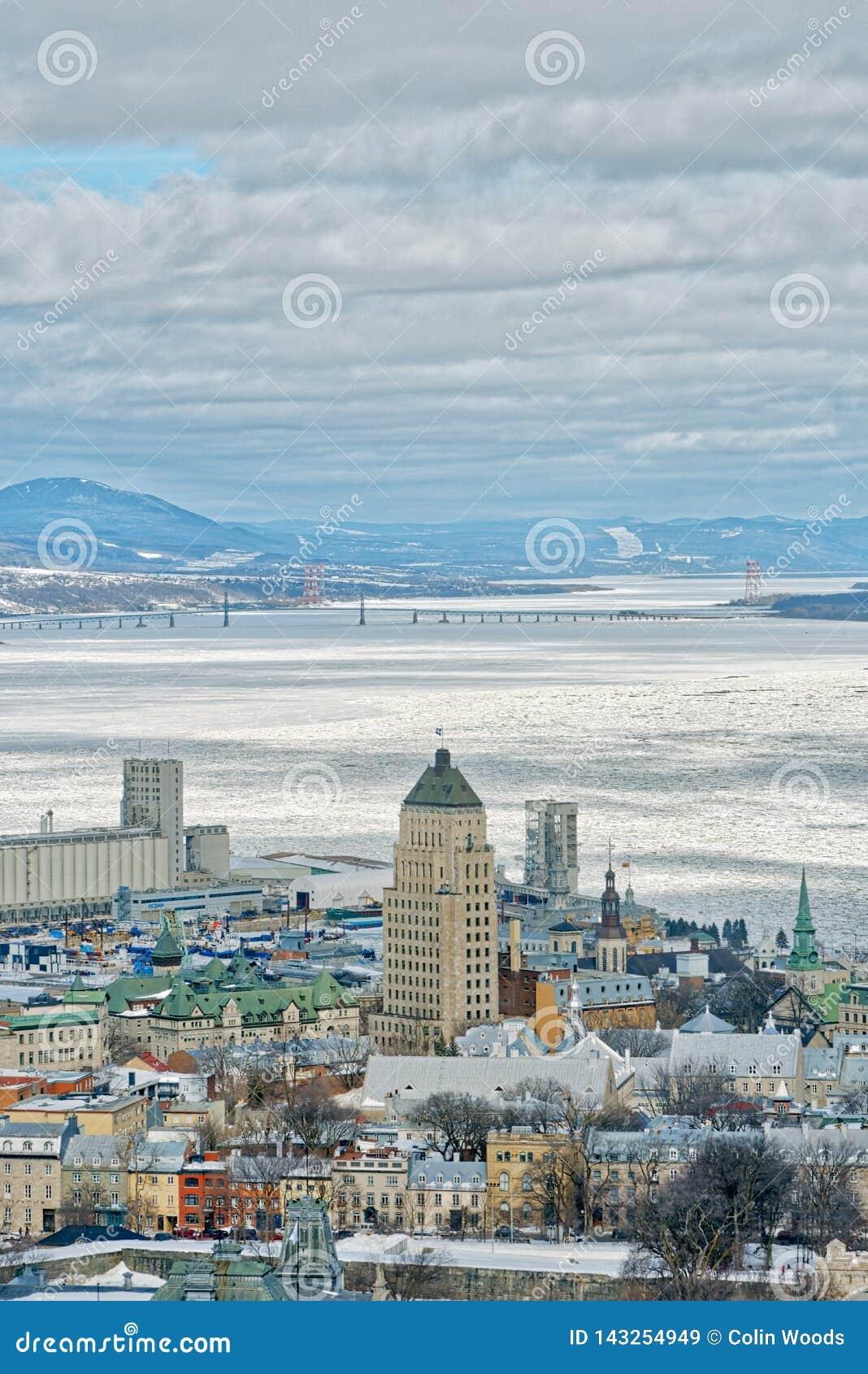 La ciudad de Quebec y el St Lawrence en invierno