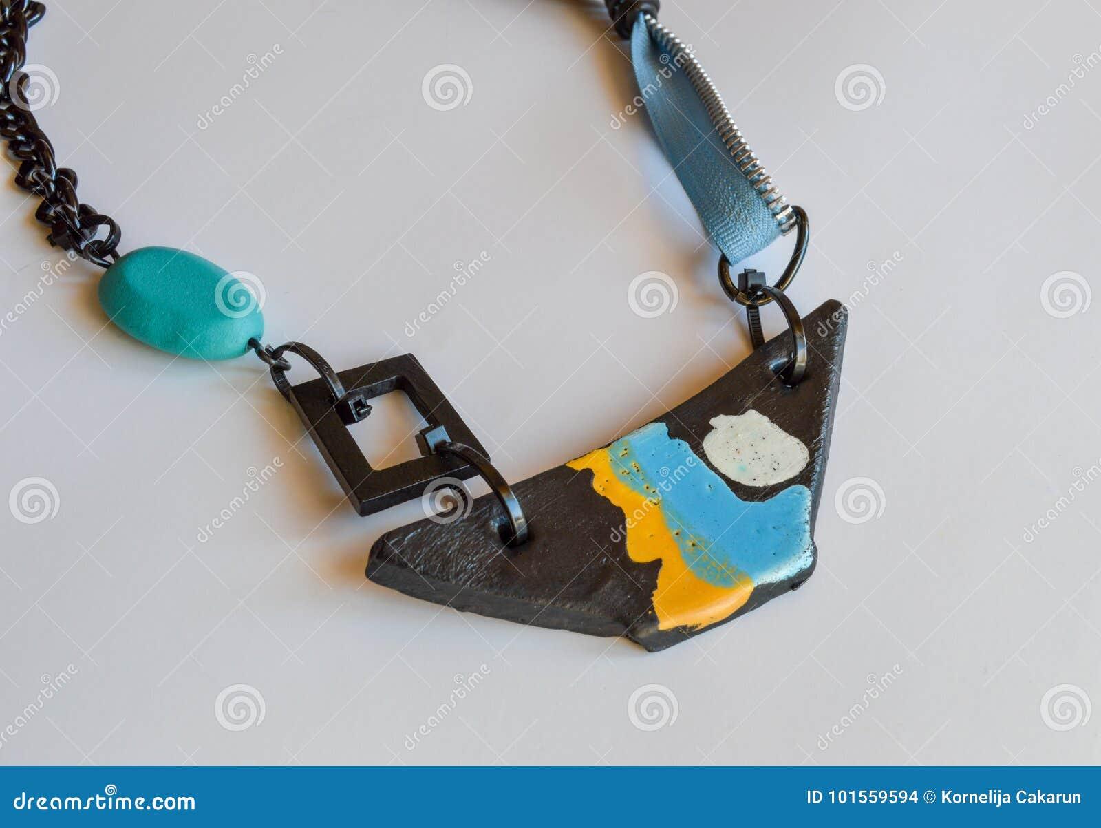 La collana fatta a mano, barca ha modellato il pendente, estratto