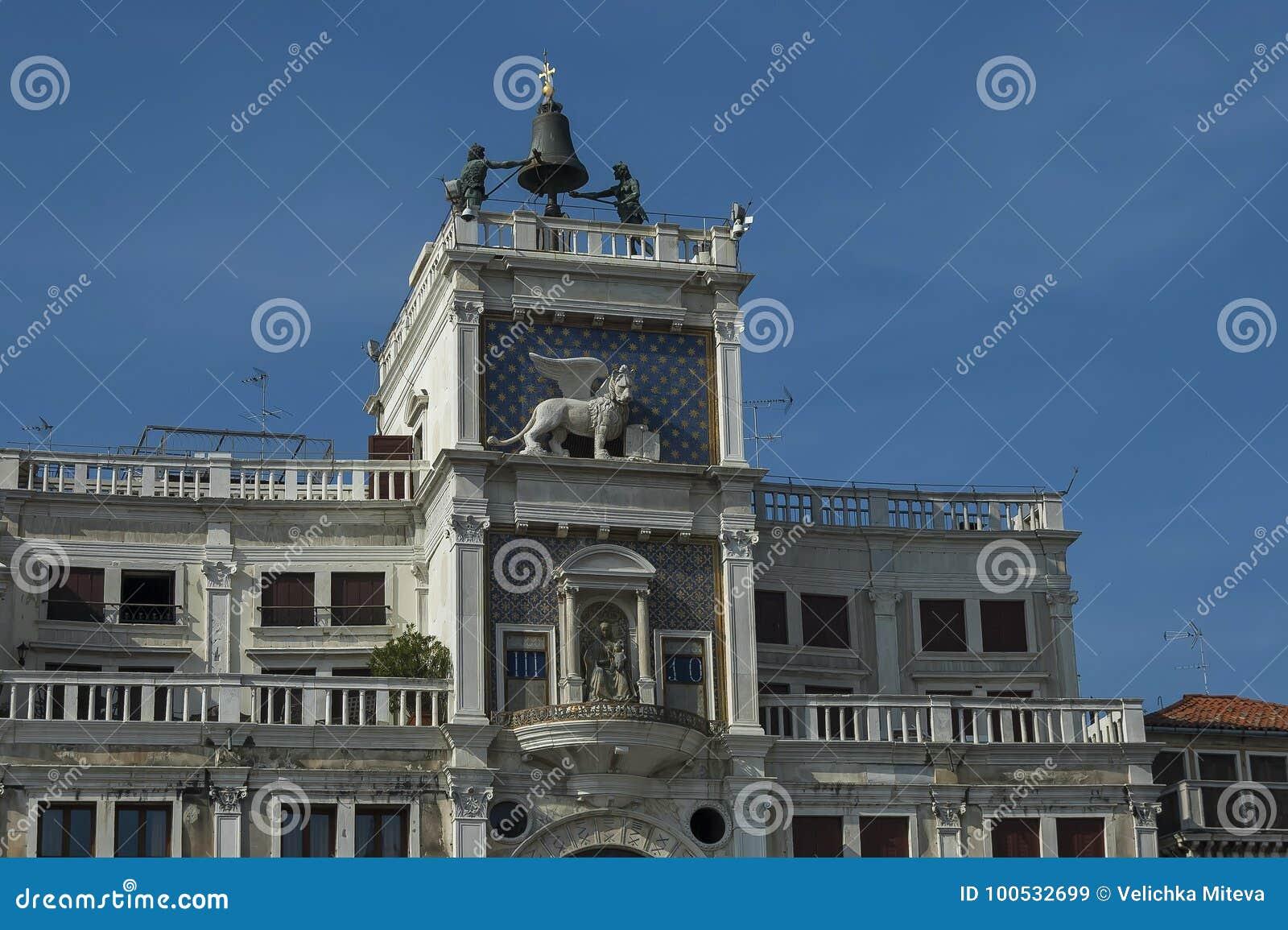 La Columna Con El León De St Mark, Símbolo Torre De Reloj Imperial ...