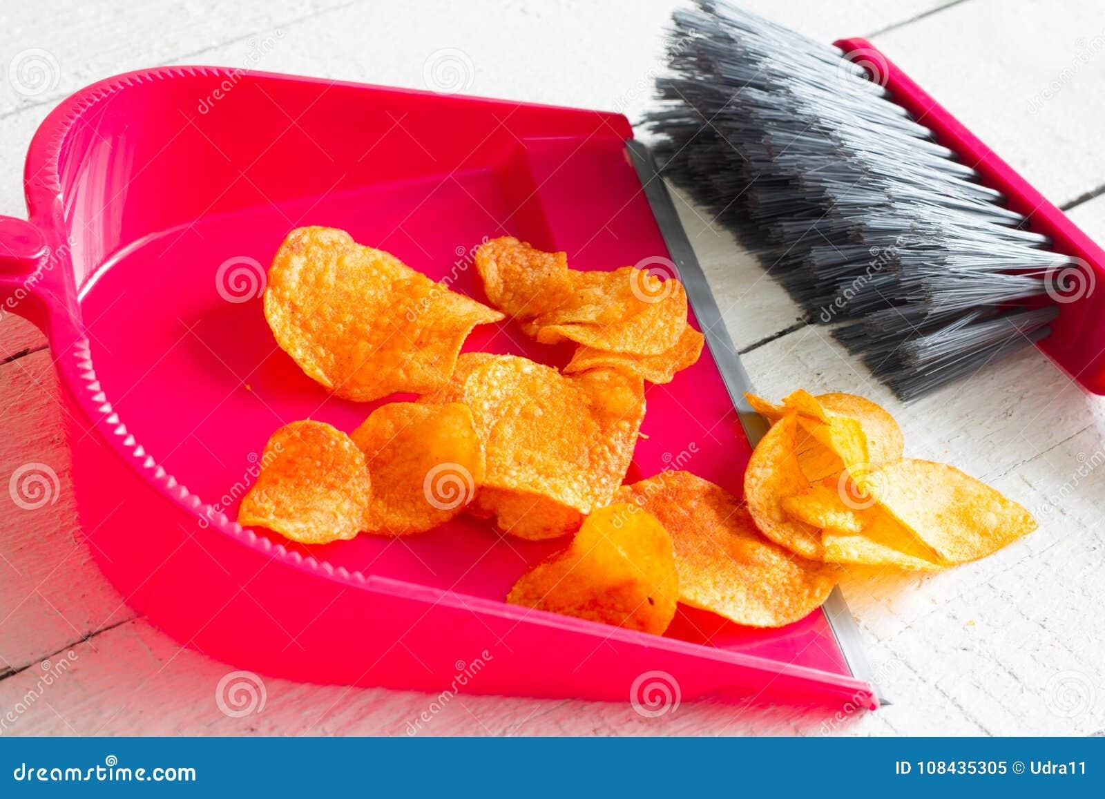 La comida basura arrebatadora con los microprocesadores y el concepto del recogedor de polvo de detox de la salud adietan