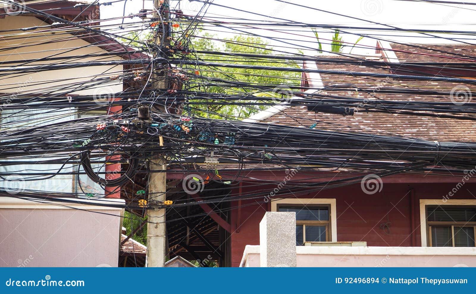 La complexité du fil de câble sur la rue de Samui, Thaïlande