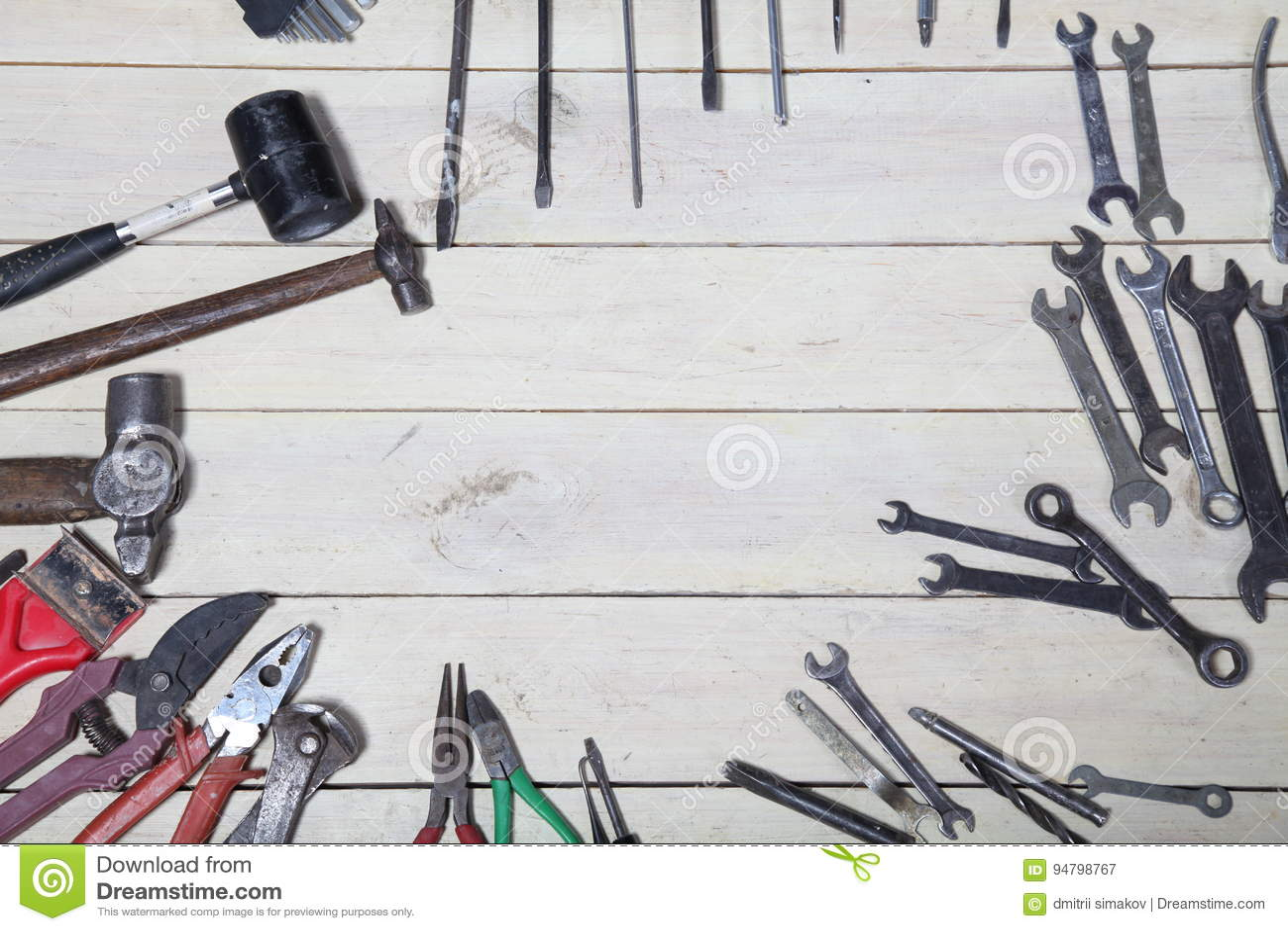 La construction martèle des pinces d outil de réparation de tournevis sur les conseils