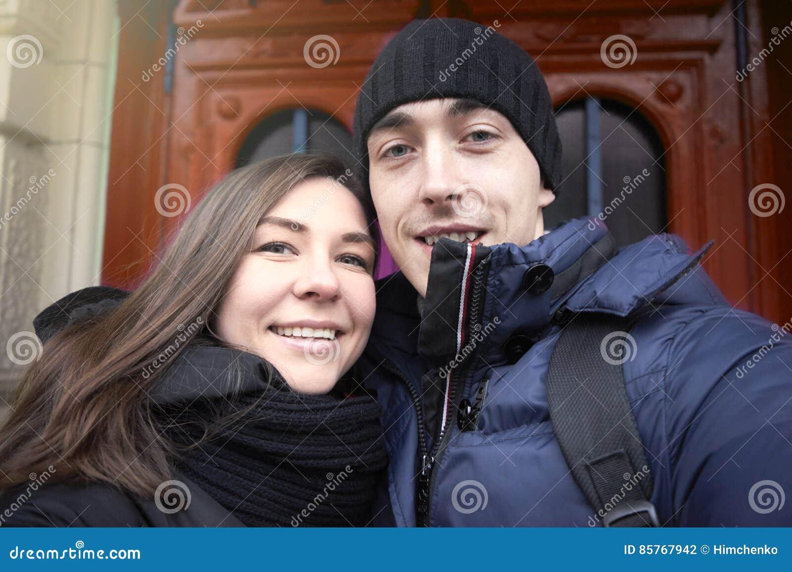 La coppia nell amore sui precedenti fa le porte del selfie