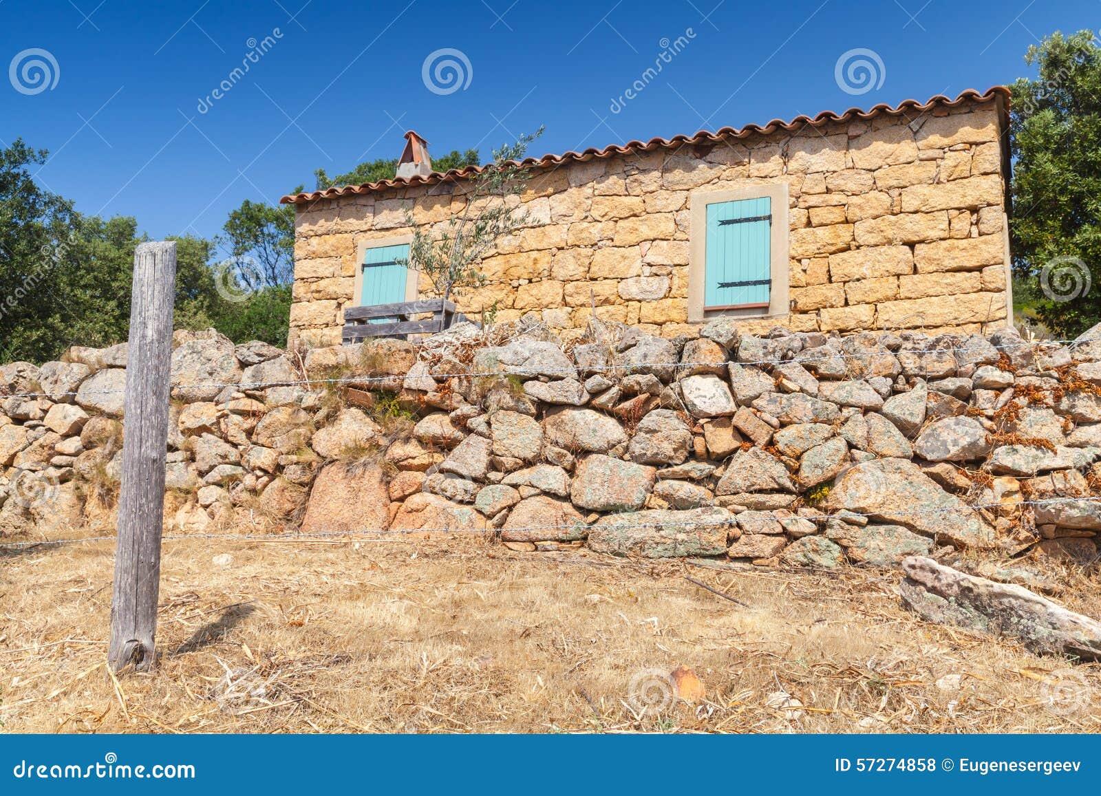 La corse du sud paysage rural avec la vieille typique for Achat maison corse du sud