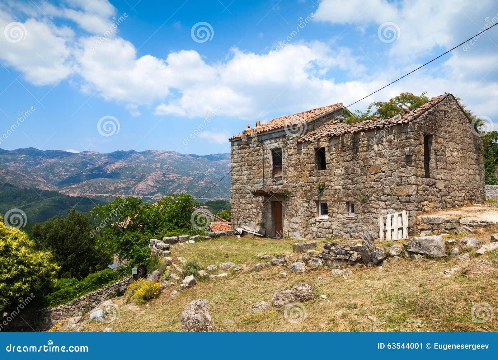 La corse vieille maison en pierre abandonn e zerubia for Vieille maison en pierre