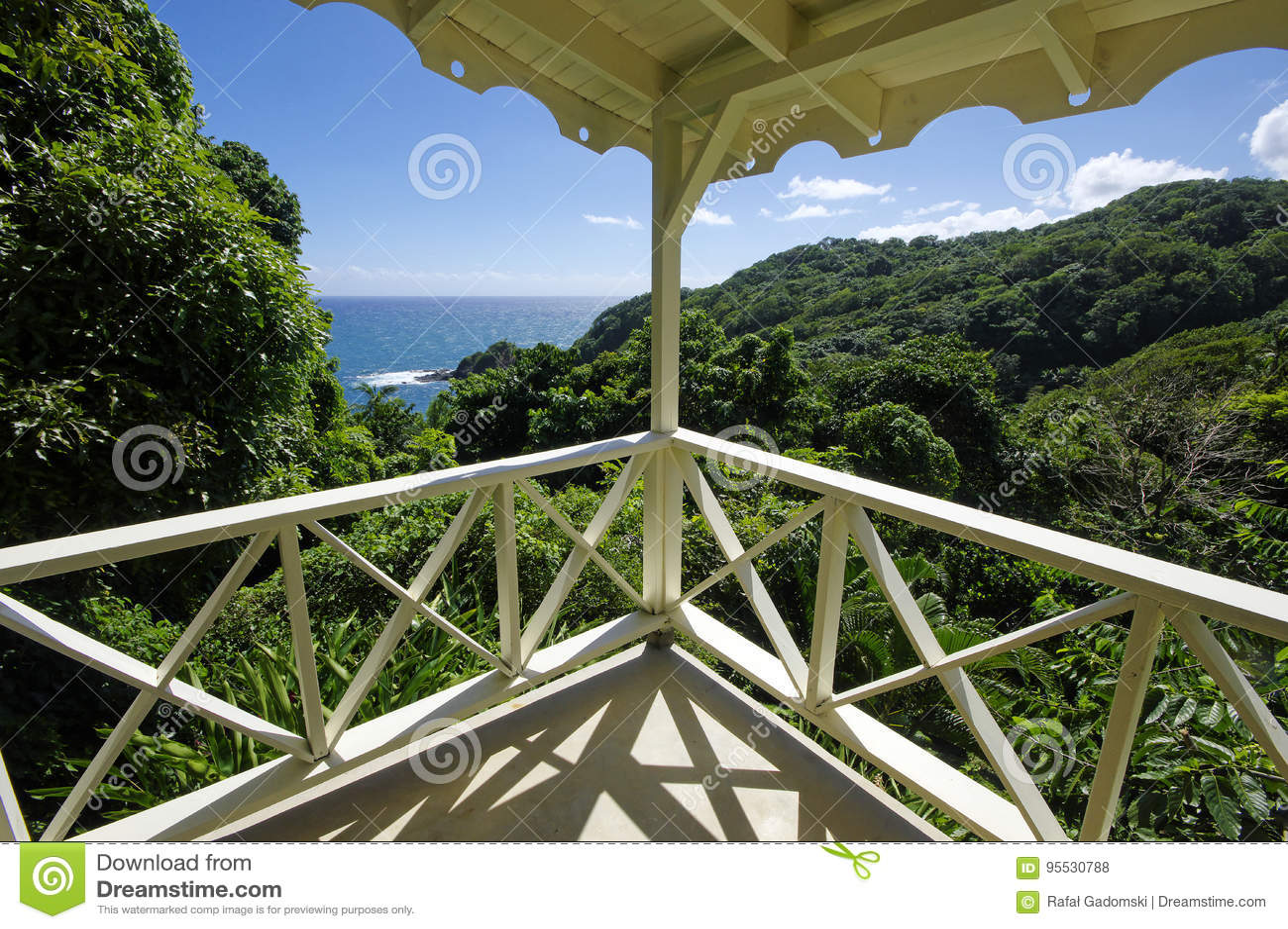 La costa costa cerca del castillo Bruce, isla de Dominica
