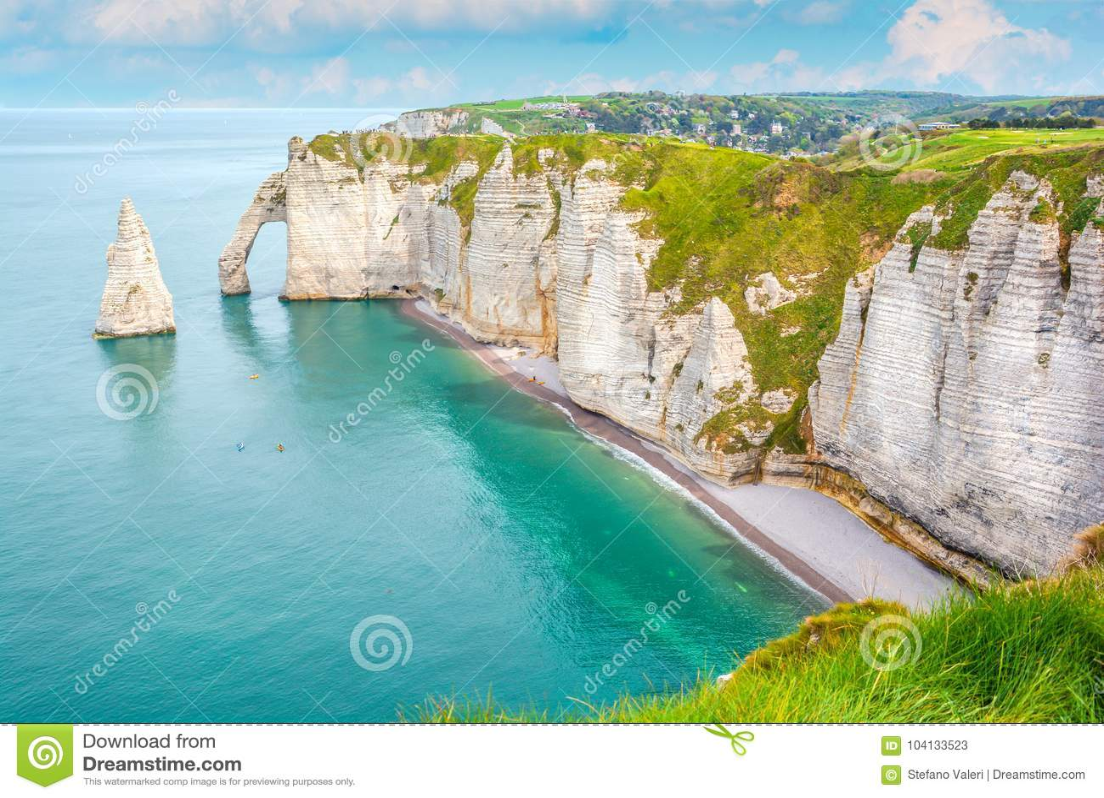 La costa dell alabastro di Etretat, Normandia, Francia