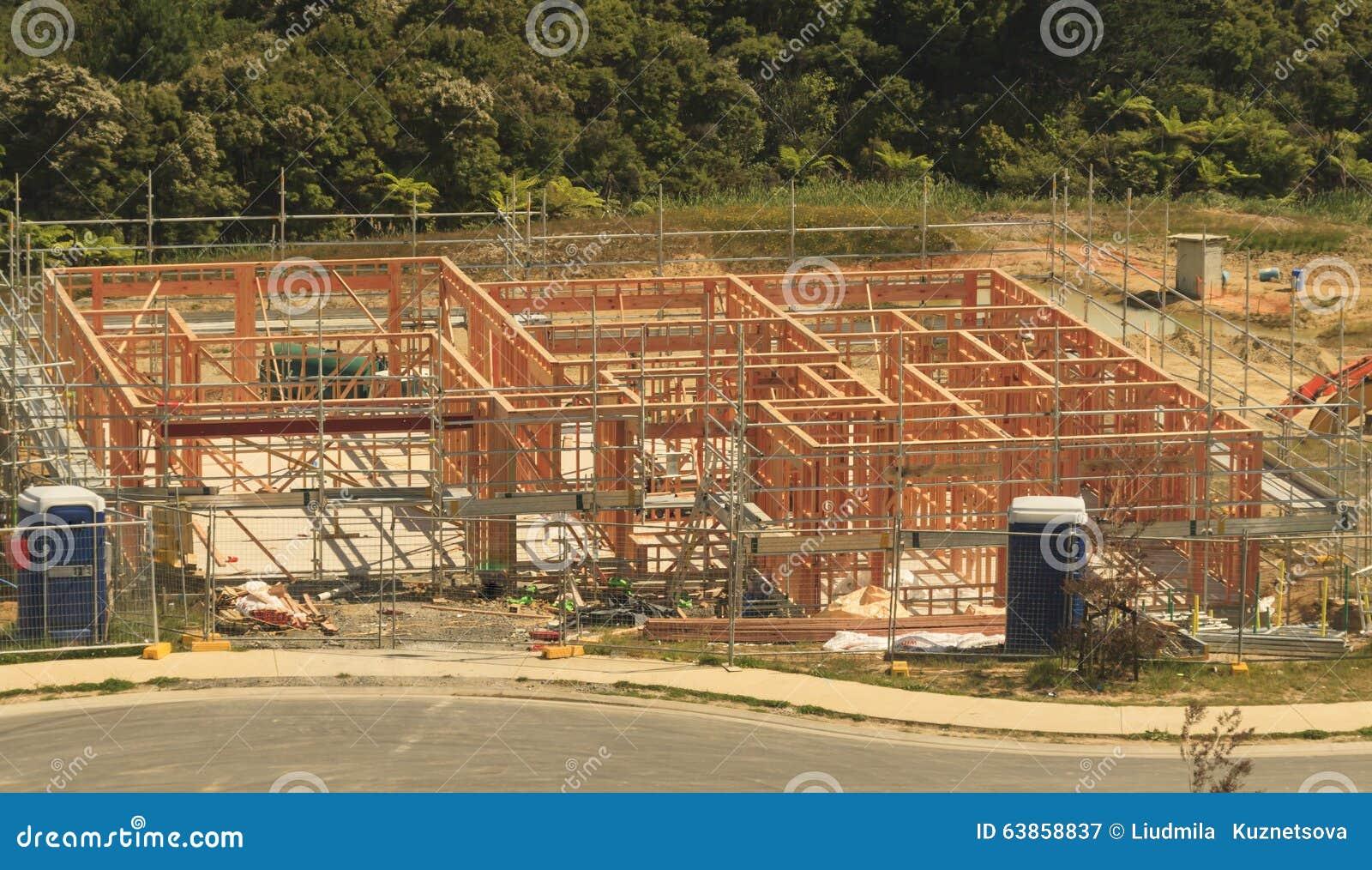 La costruzione di legno della casa, costruente si dirige in Nuova Zelanda
