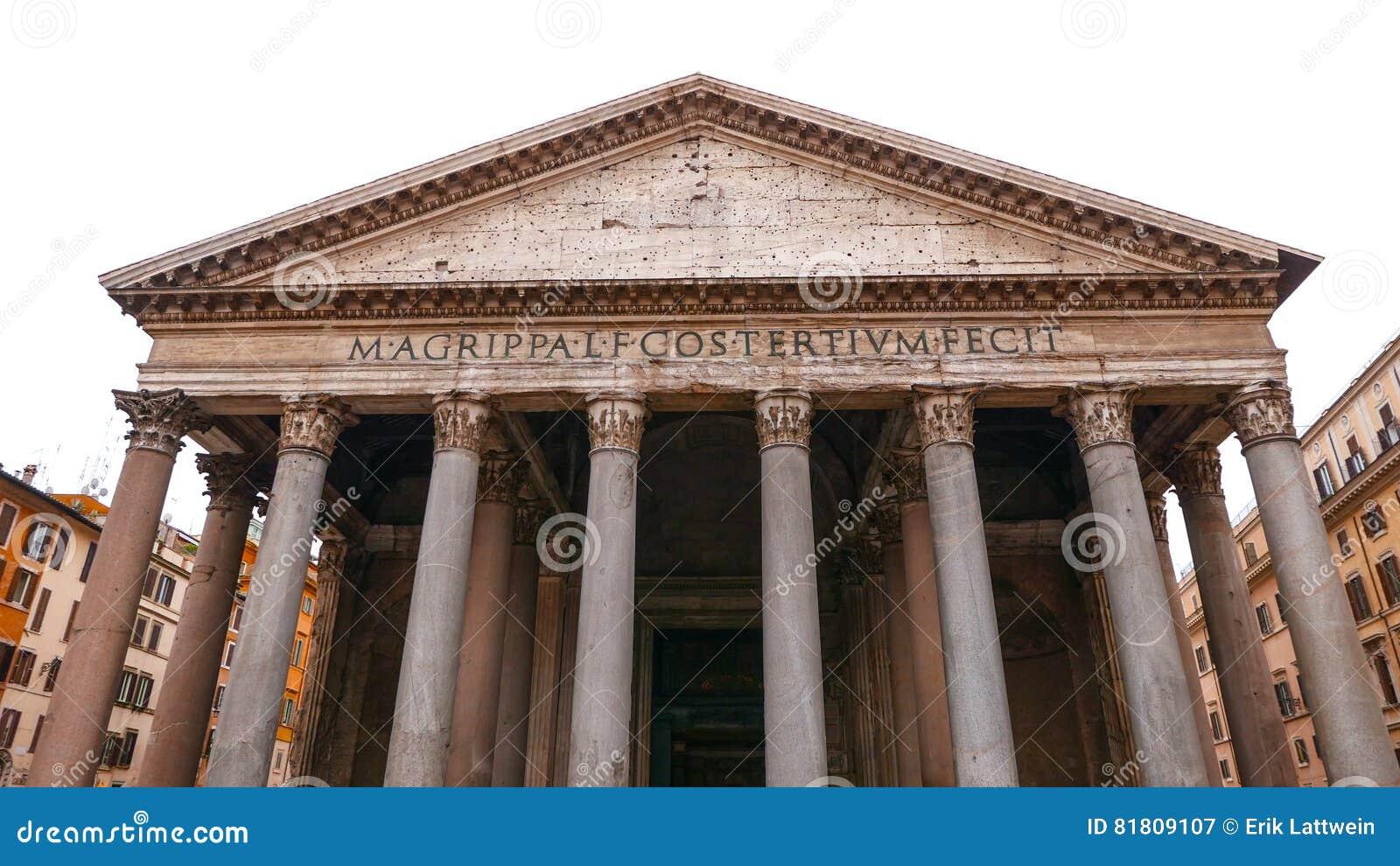 La costruzione impressionante del panteon nel centro storico di Roma