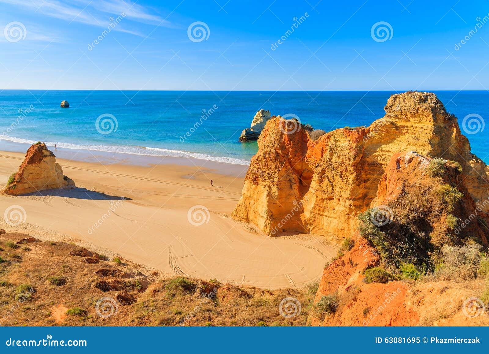 Download La Couleur D'or Bascule Sur La Plage Du DA Rocha De Praia Image stock - Image du praia, lumière: 63081695