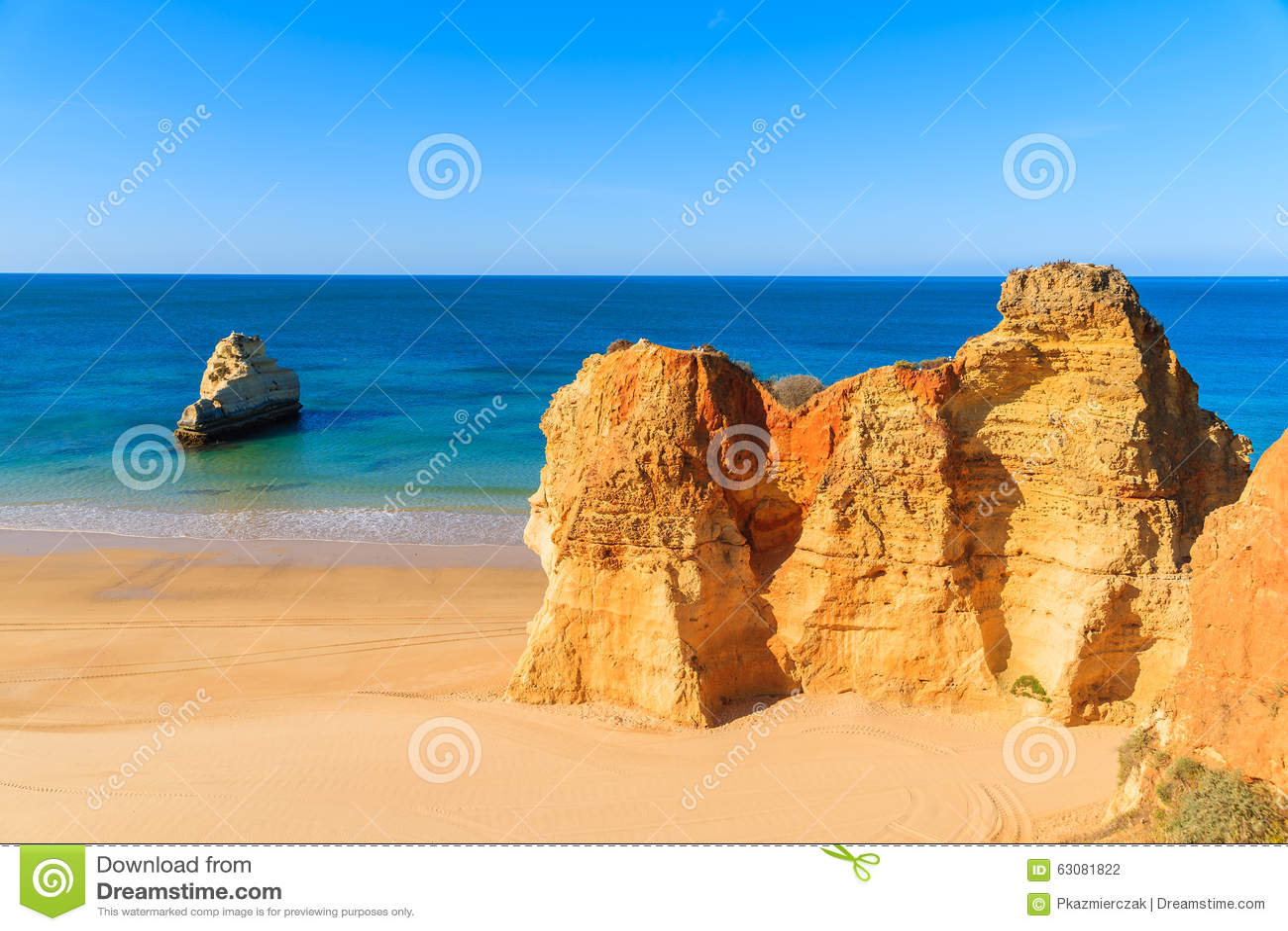Download La Couleur D'or Bascule Sur La Plage Du DA Rocha De Praia Photo stock - Image du scénique, portugais: 63081822