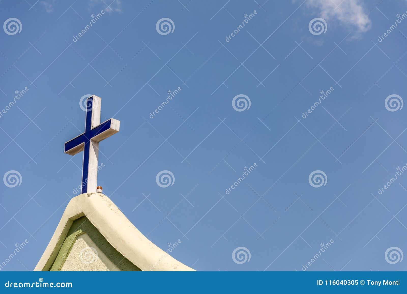 La cruz en el frente de una iglesia