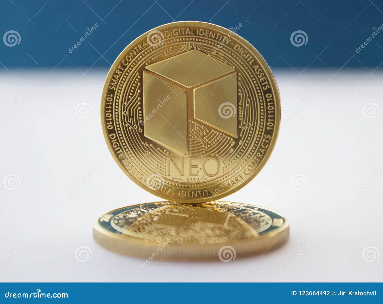La crypto devise invente néo- sur le fond bleu 2