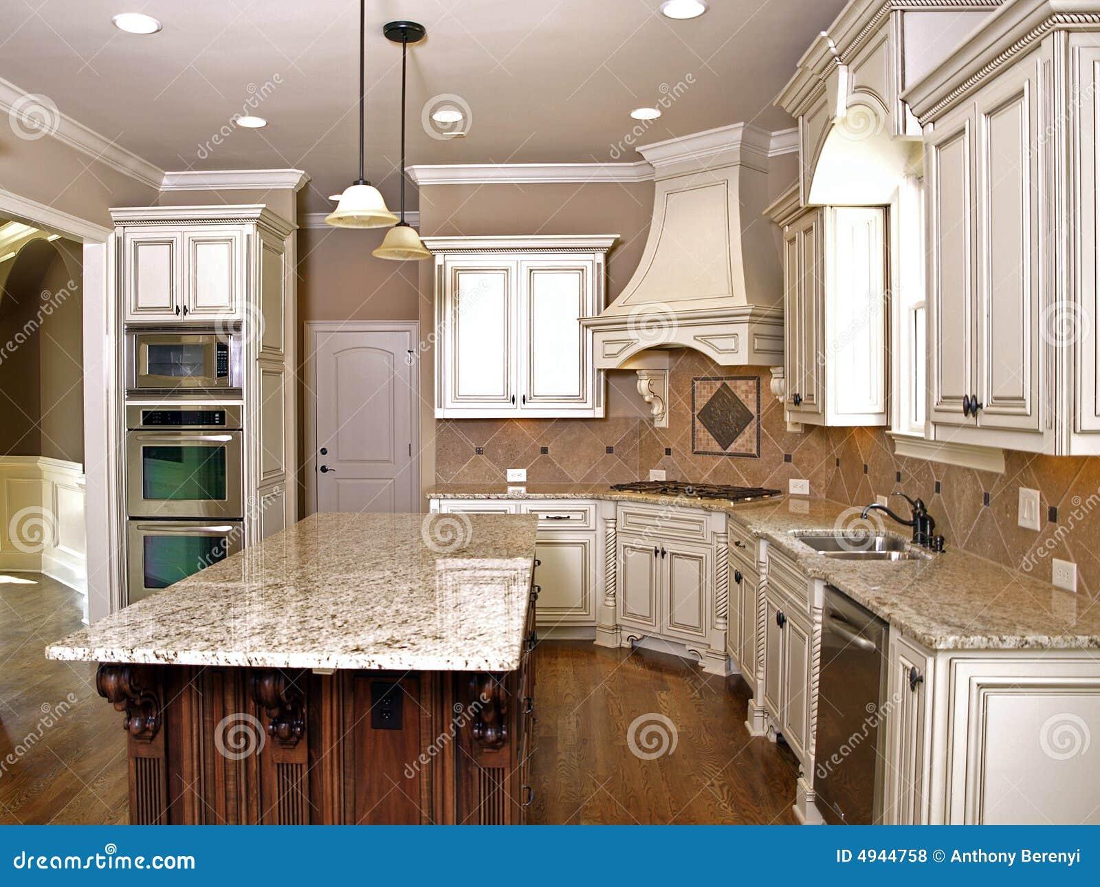 La Cucina Di Lusso Con Granito Ha Superato I Pavimenti Di Legno Duro E  #82A328 1300 1065 Foto Di Coltelli Da Cucina
