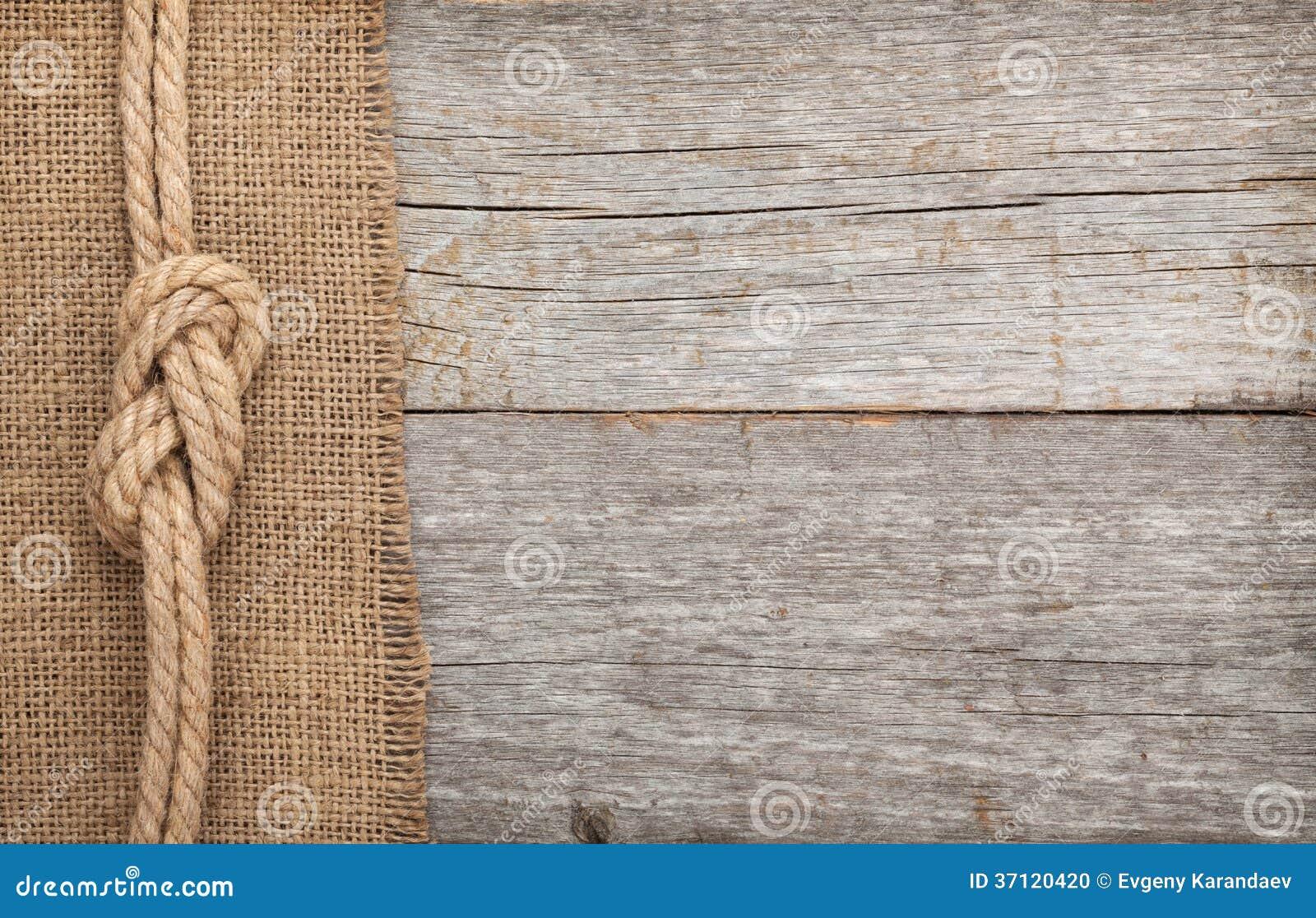 La cuerda de la nave en la madera y la arpillera texturizan el fondo