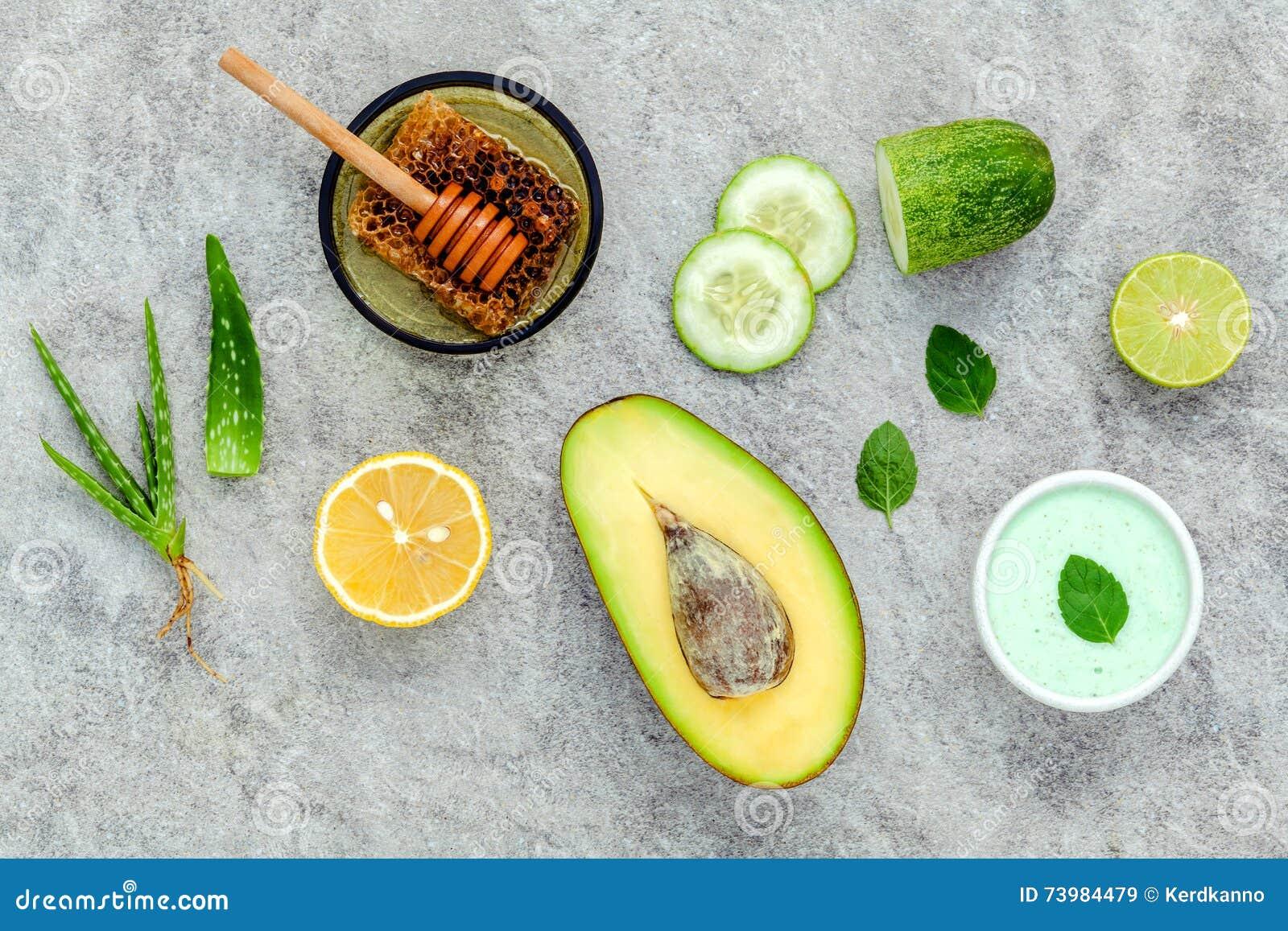 La cura e l ente di pelle casalinghi sfregano con il avoca naturale degli ingredienti