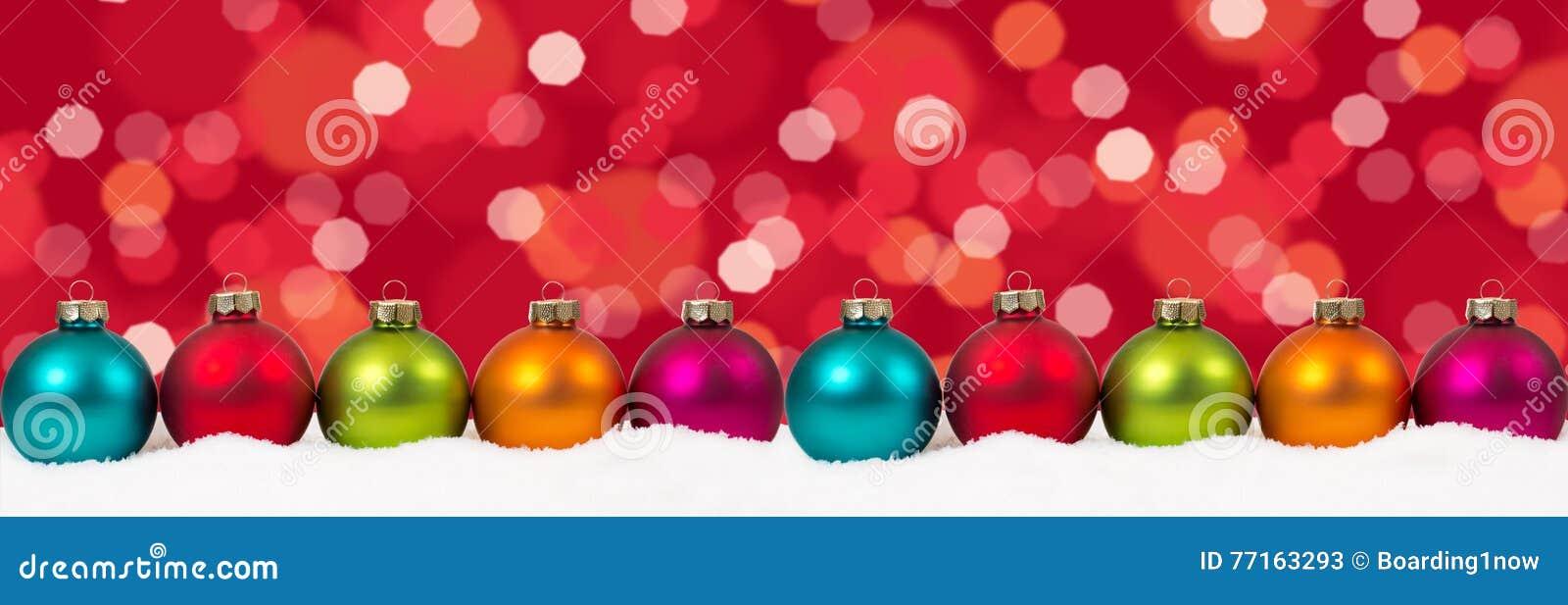 La décoration colorée de bannière de boules de Noël allume la cannette de fil de fond