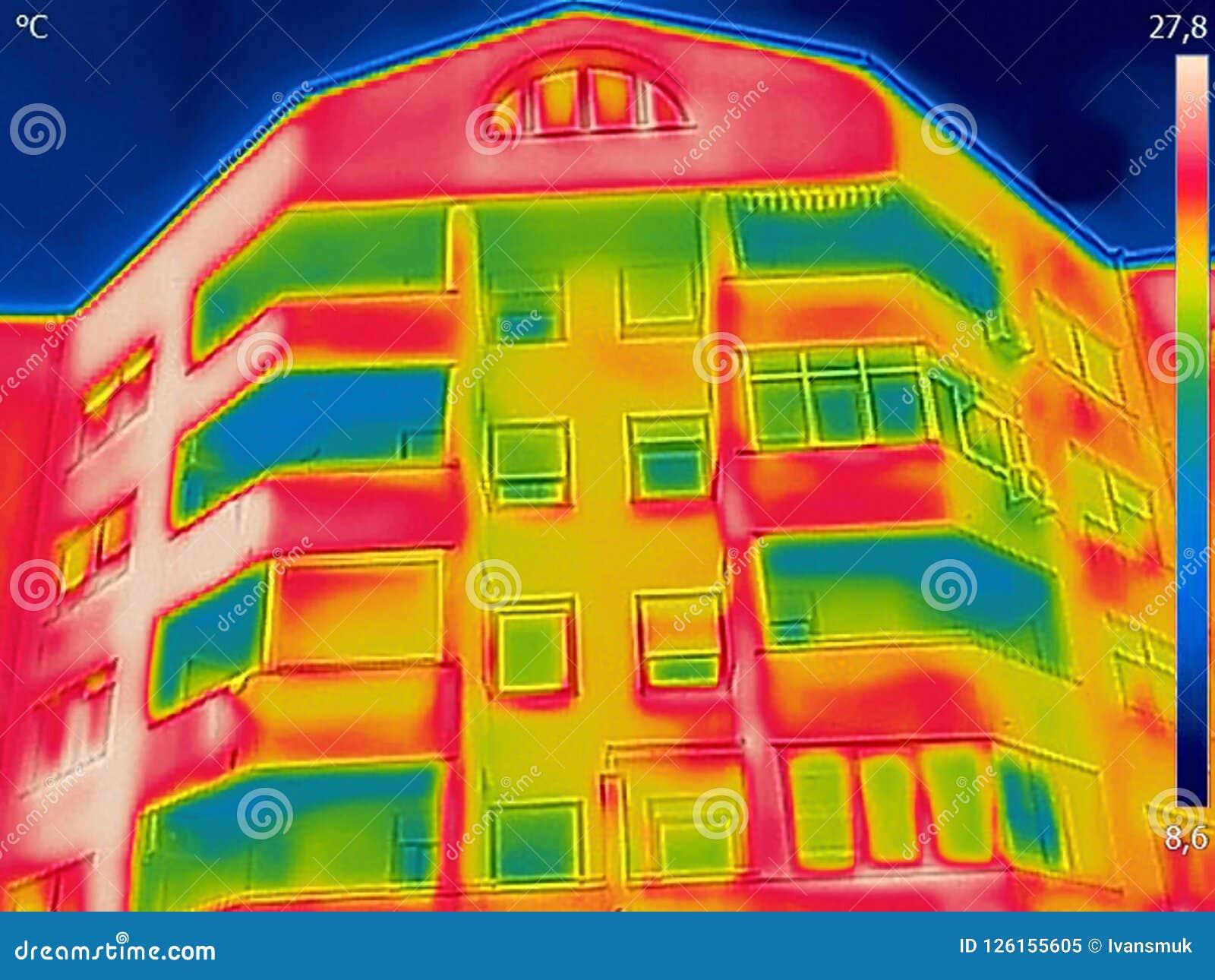 La détection de la perte de chaleur à l extérieur du bâtiment utilisant le courant ascendant est venue