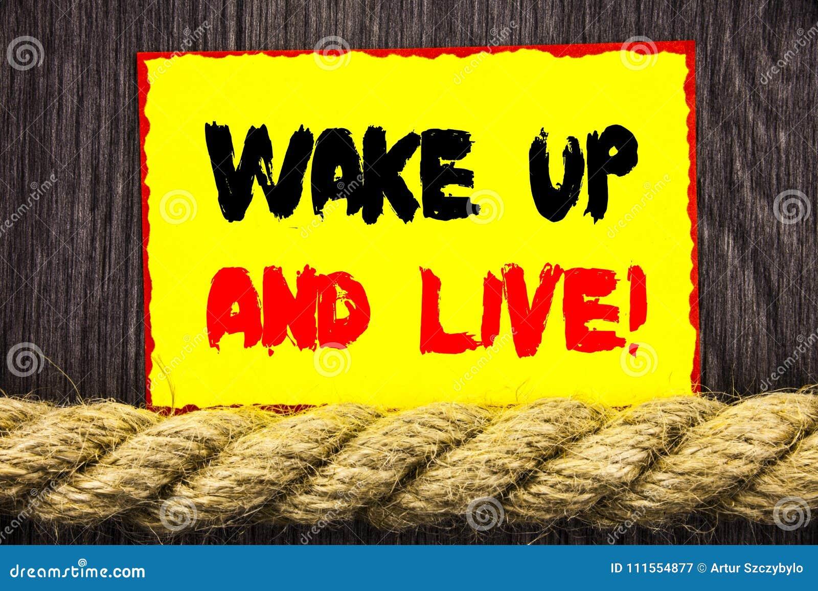 La demostración manuscrita de la muestra del texto despierta y vive Sueño de motivación Live Life Challenge del éxito de la foto