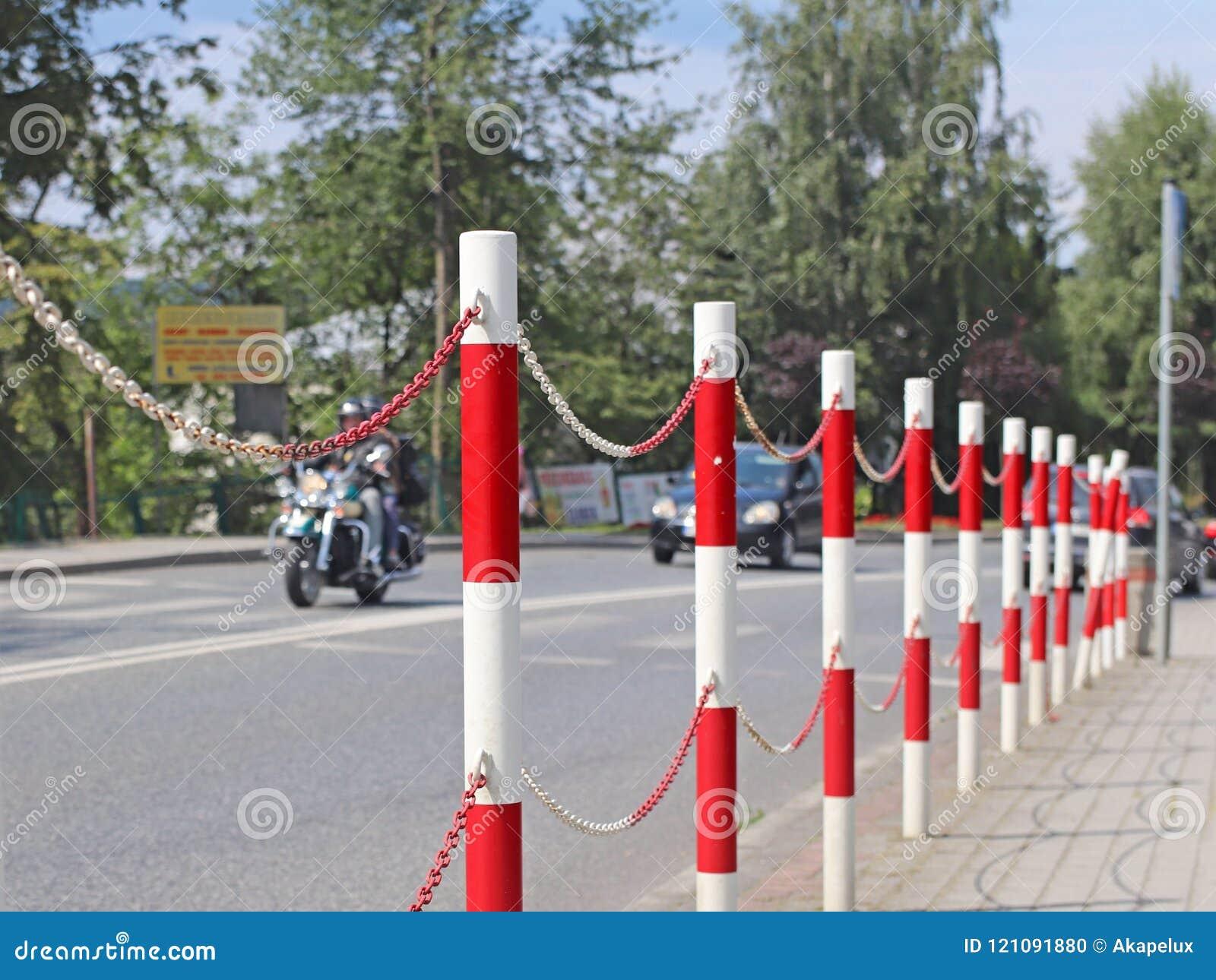 La designación de las señales de tráfico para la separación de peatón y de las zonas del transporte para la seguridad de tráfico
