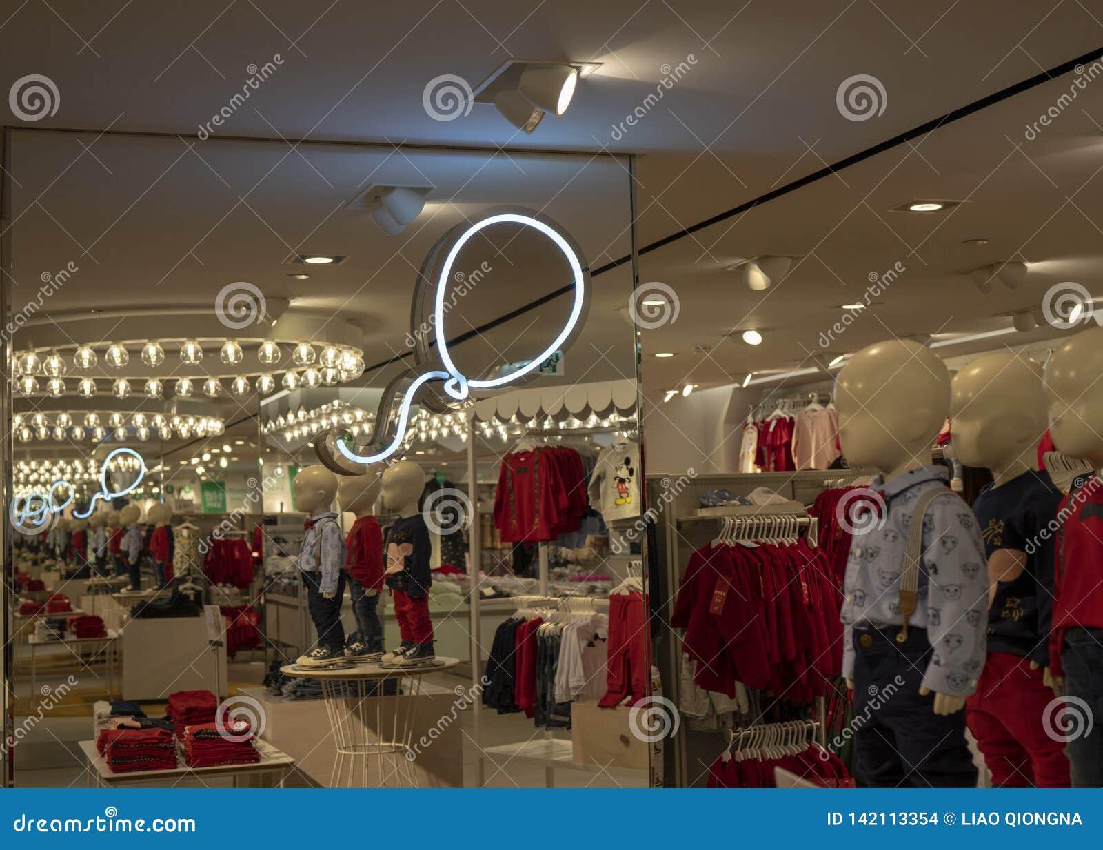 La dirección en la tienda de H&M