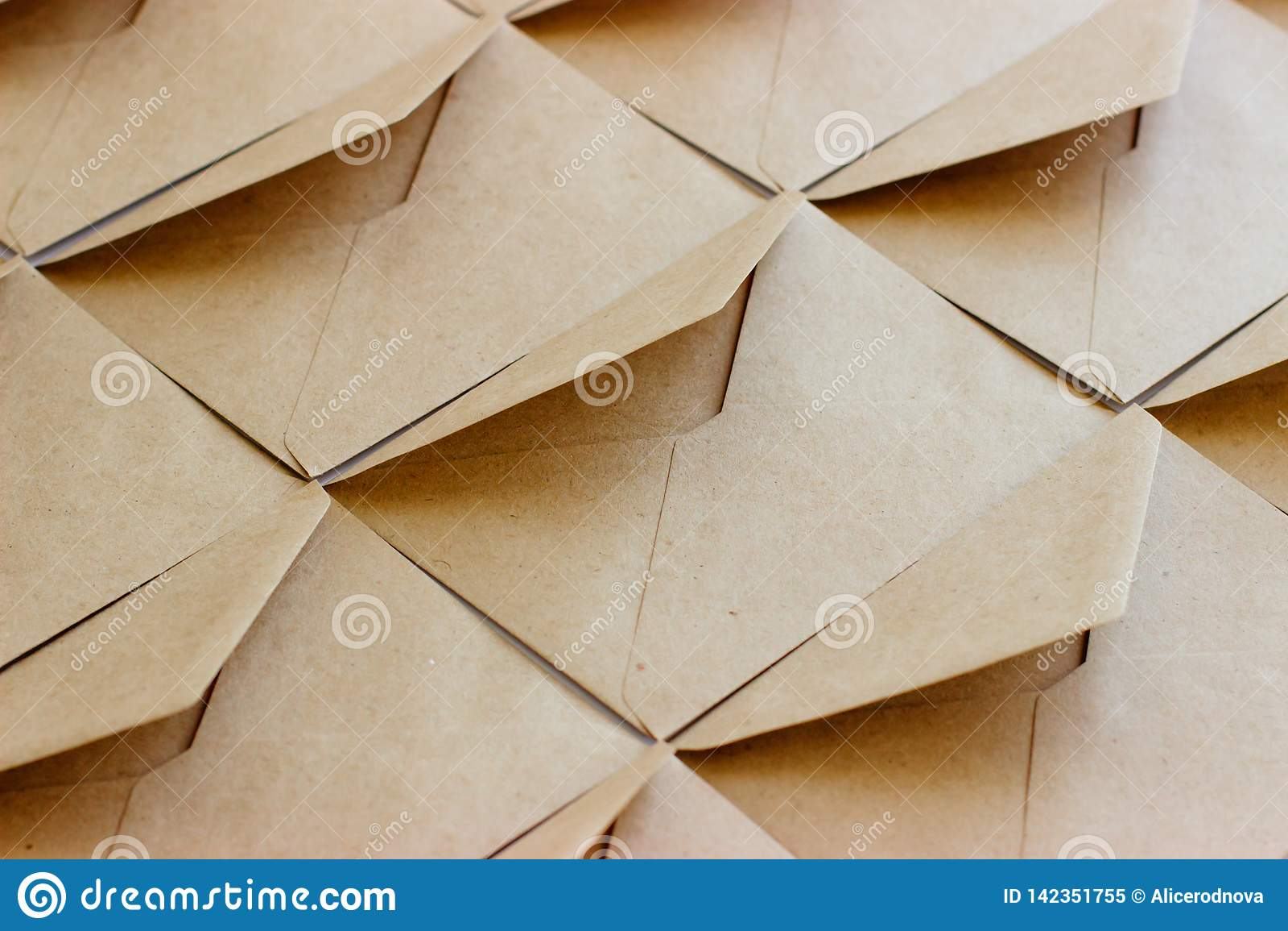 La disposition du calibre d enveloppe est faite de papier d emballage brun