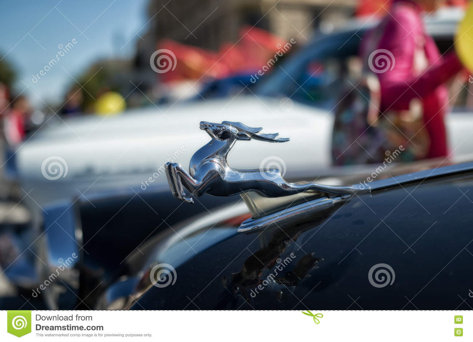 La distinction se connectent le capot d une rétro voiture Volga GAZ-21 dans t