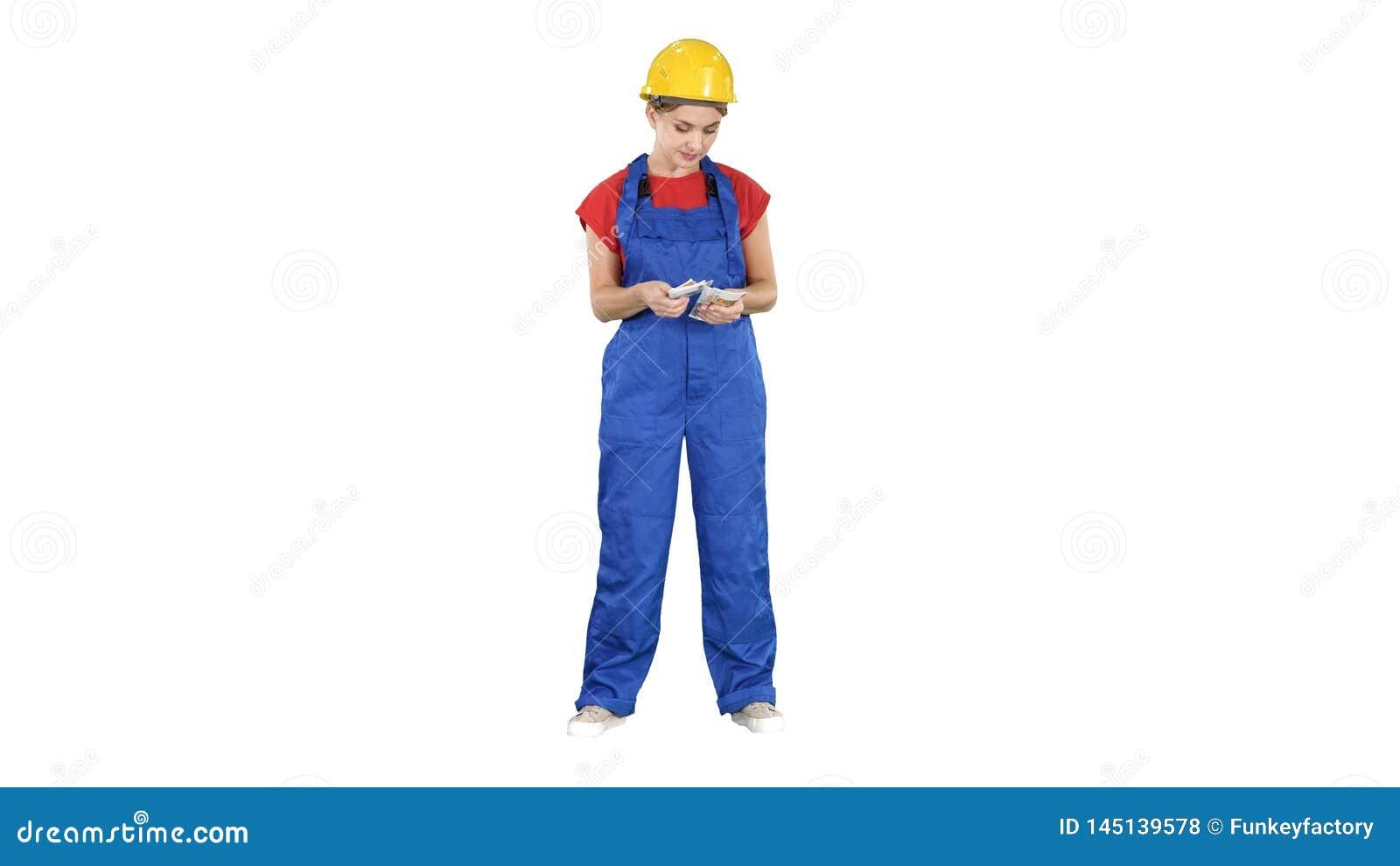 La donna della costruzione conta i soldi e felice dopo che il lavoro ? fatto su fondo bianco
