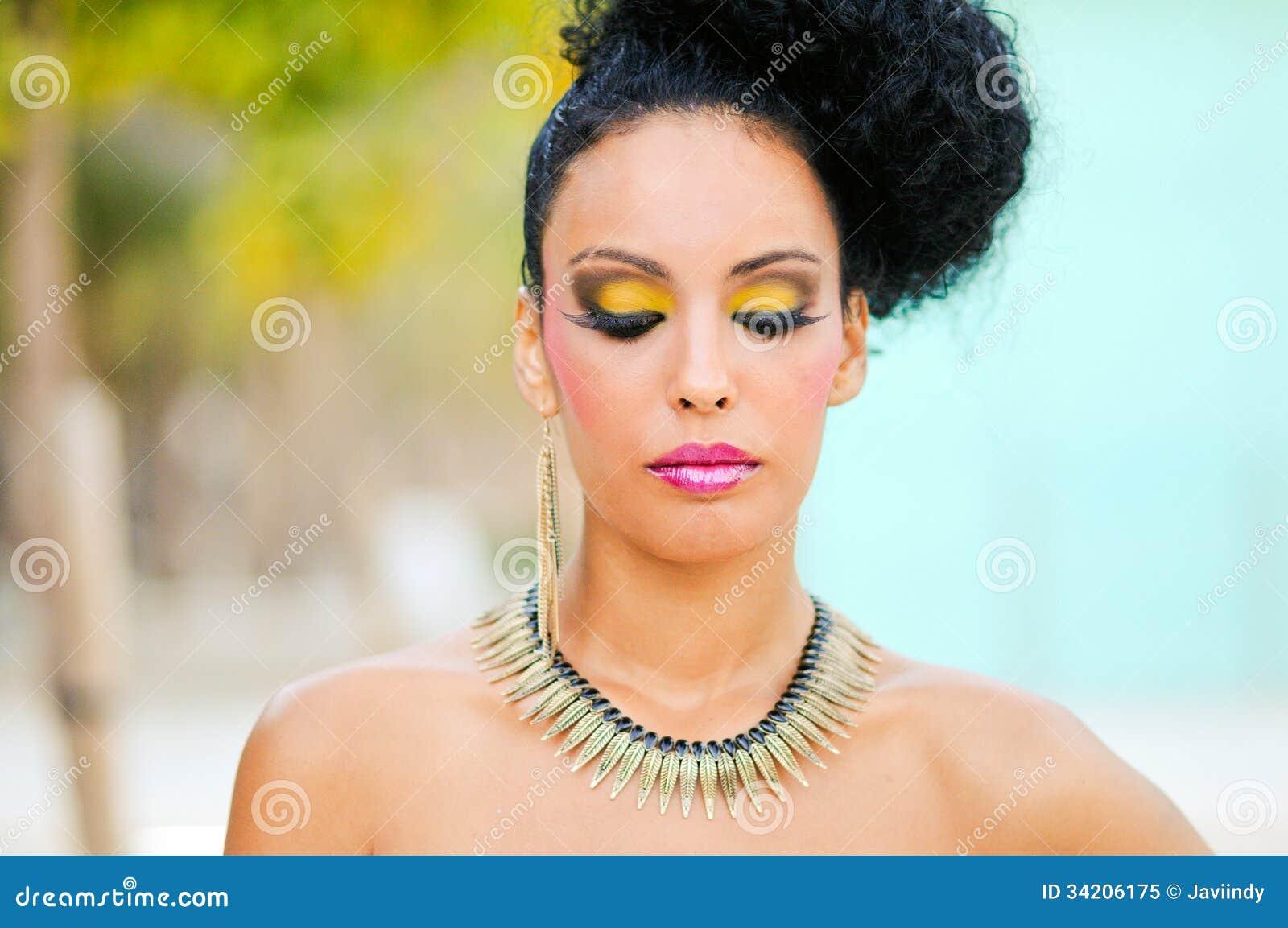 La donna di colore con la fantasia compone