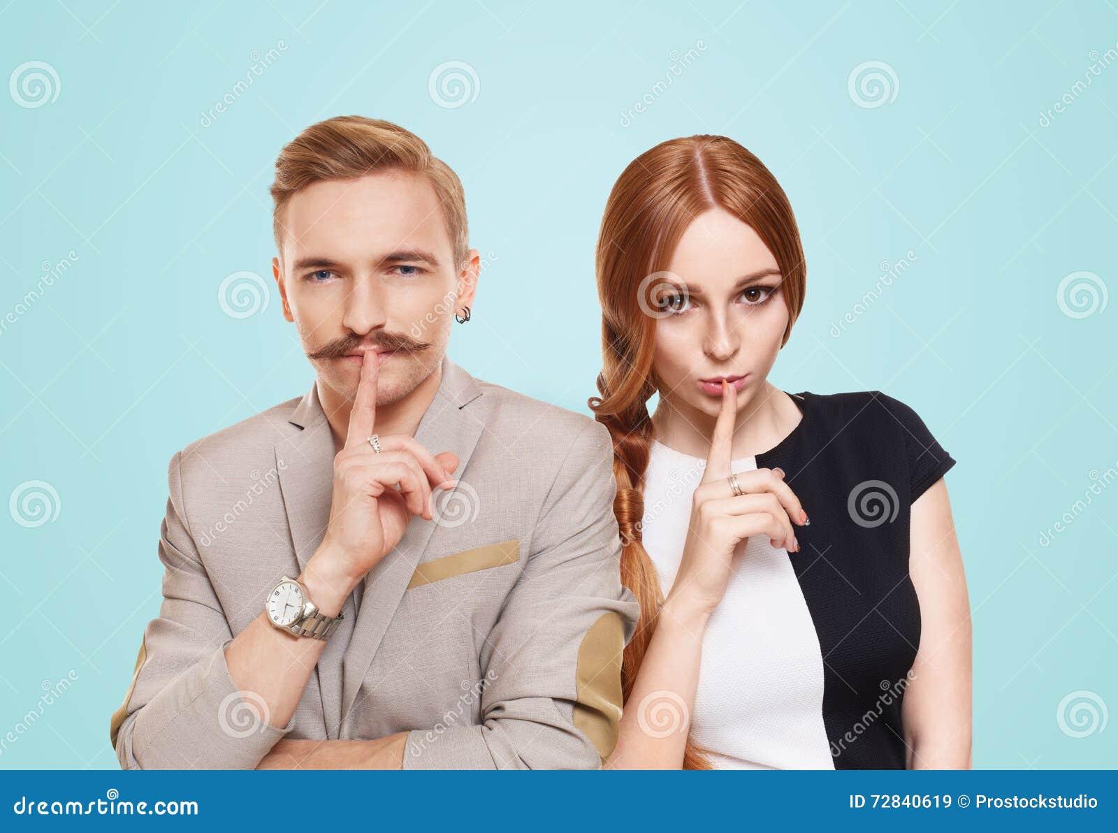 La donna e l uomo, coppia tengono il segreto