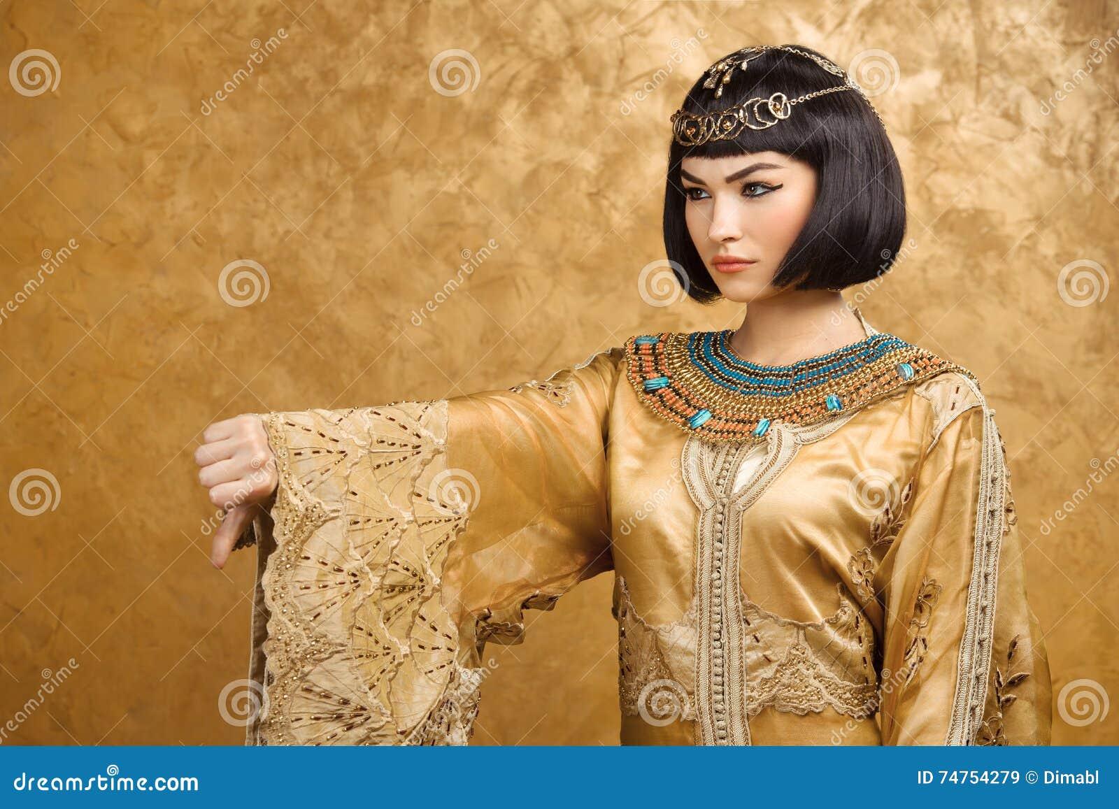 La Donna Egiziana Seria Gradisce Cleopatra Con I Pollici ...