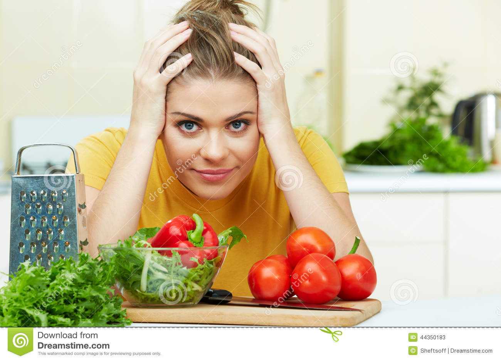 La donna ha problemi in cucina